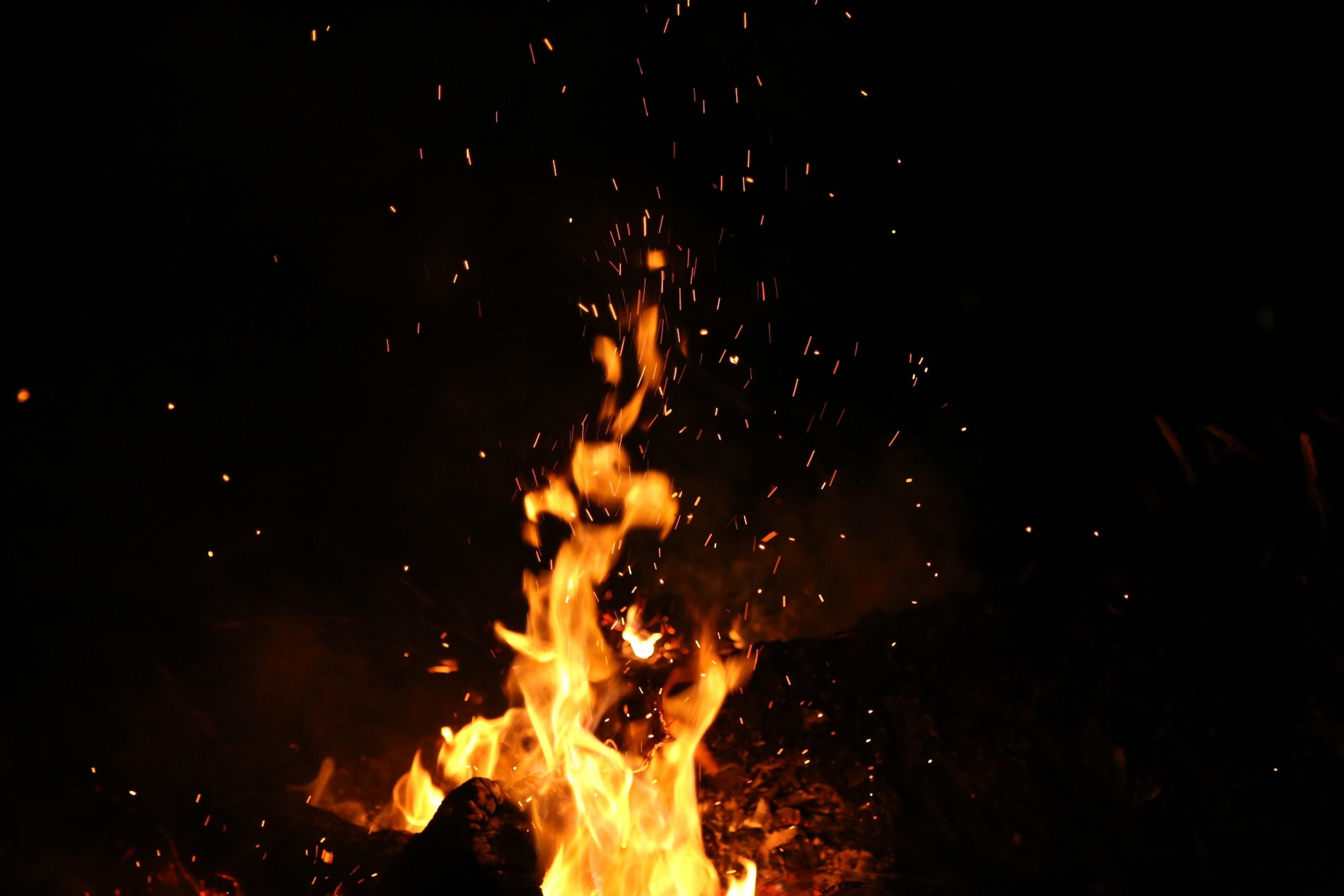 hintergrundbilder dunkel nacht feuer wunderkerze kamin lagerfeuer verbrennung event. Black Bedroom Furniture Sets. Home Design Ideas