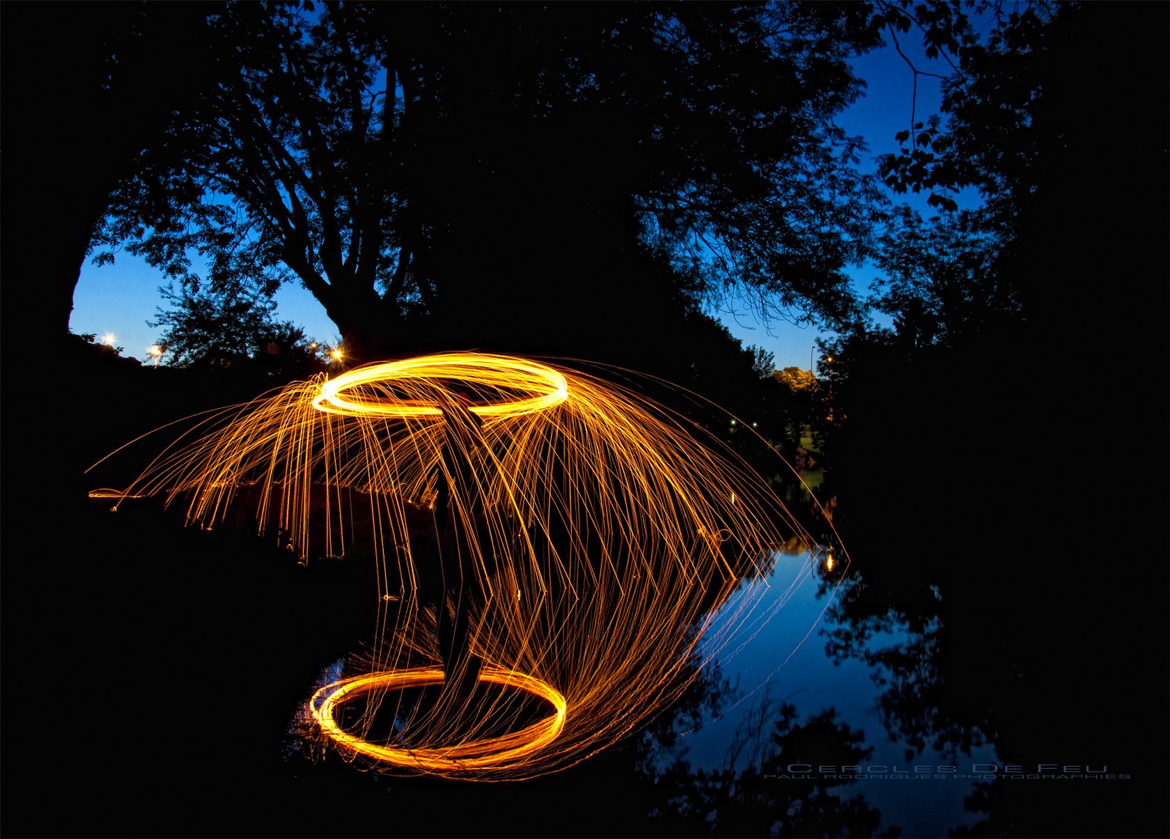 Paille De Fer Souris fond d'écran : foncé, nuit, eau, réflexion, ciel, bois, feu
