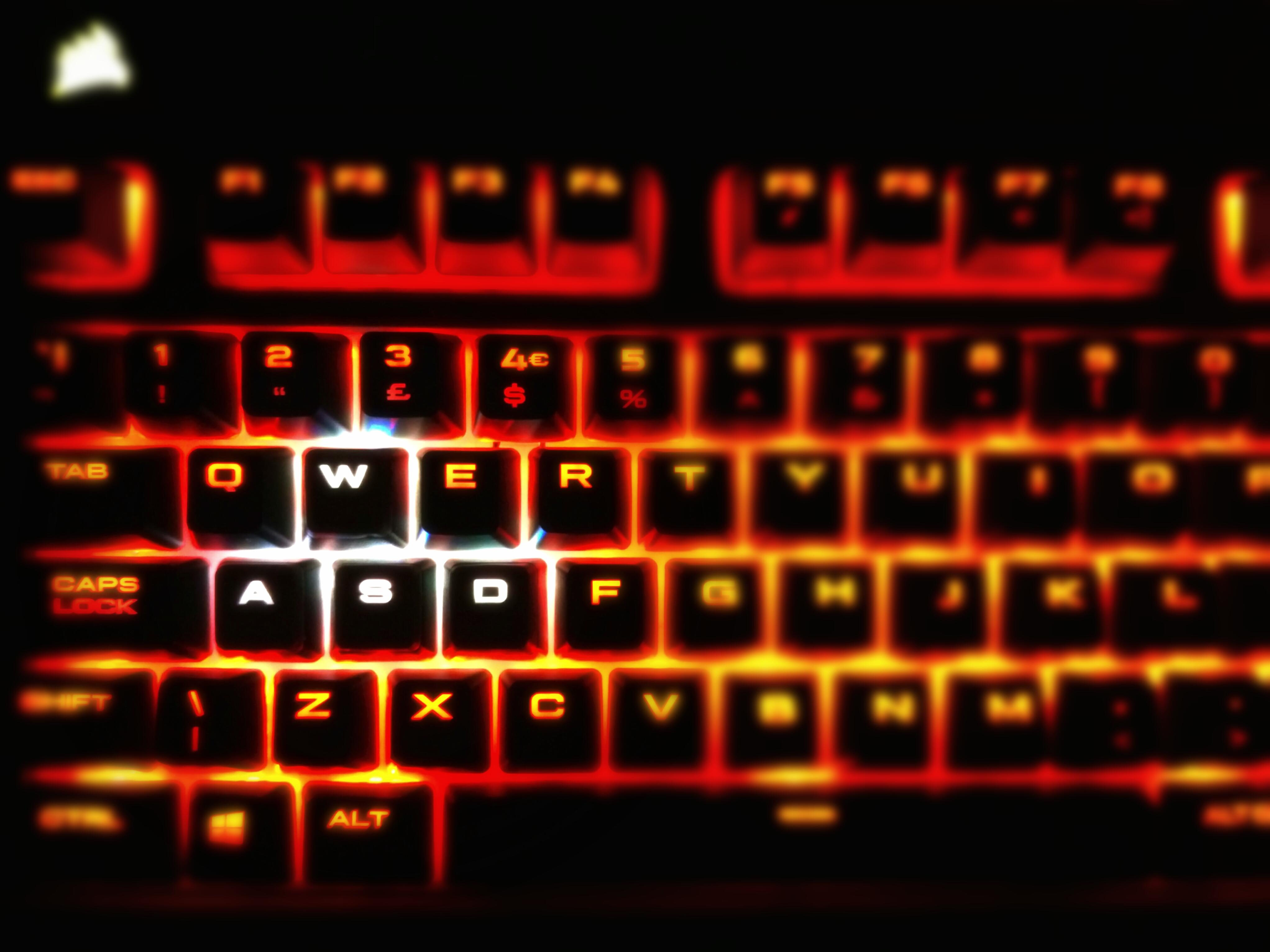 デスクトップ壁紙 ダーク 赤 テキスト 数字 コンピューター オレンジ 技術 ゲーマー ネオンサイン 海賊 Qwerty アルファベット セキュリティ それ 光 バックライト付き 手紙 色 闇 ゲーム ガジェット Pc コンピュータの壁紙 フォント 表示装置