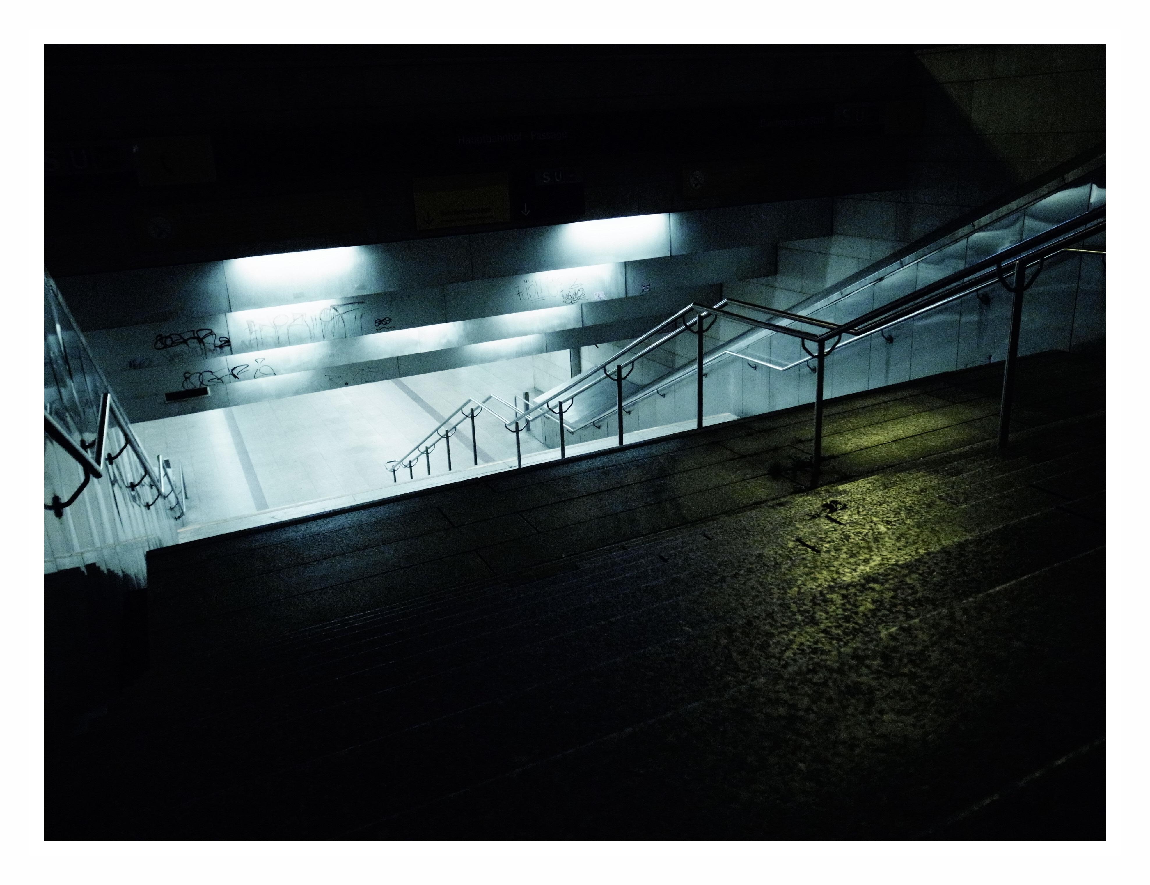 Sfondi : buio strada notte architettura riflessione bicchiere