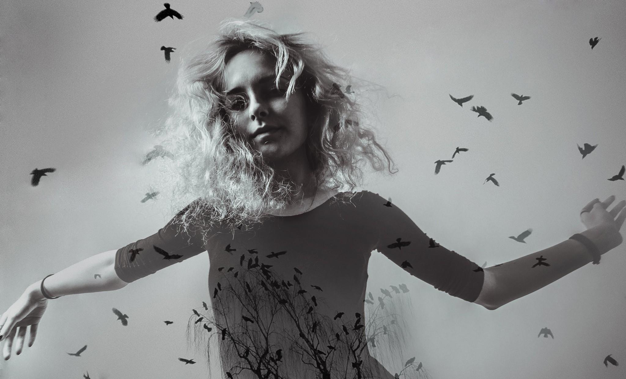 Картинка женщина странная птичка