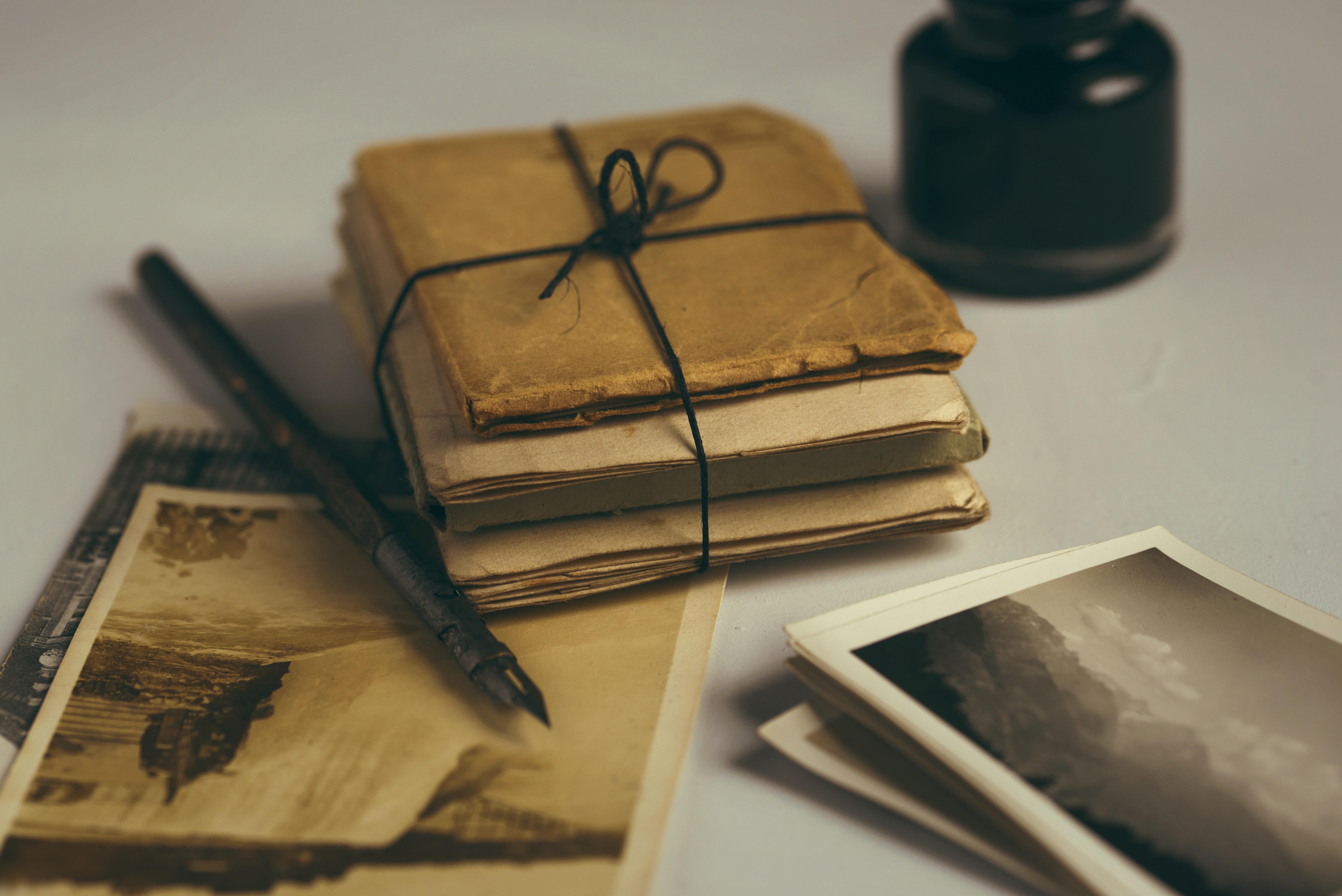 Обои : рисование, дерево, книги, винтаж, старые фотографии, .