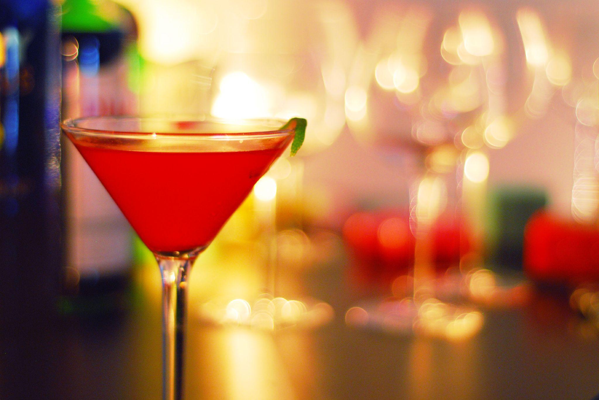 Cosmopolitan cocktail wallpaper  Wallpaper : drink, bokeh, Manhattan, margarita, Martini ...