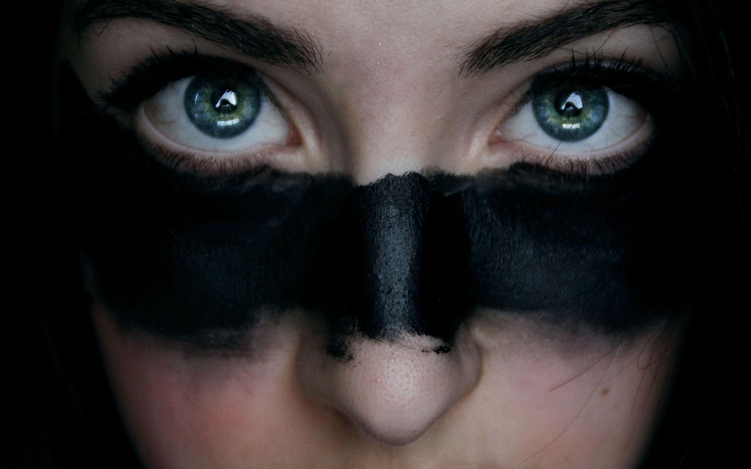 Как сделать на глаза черную полосу на фото