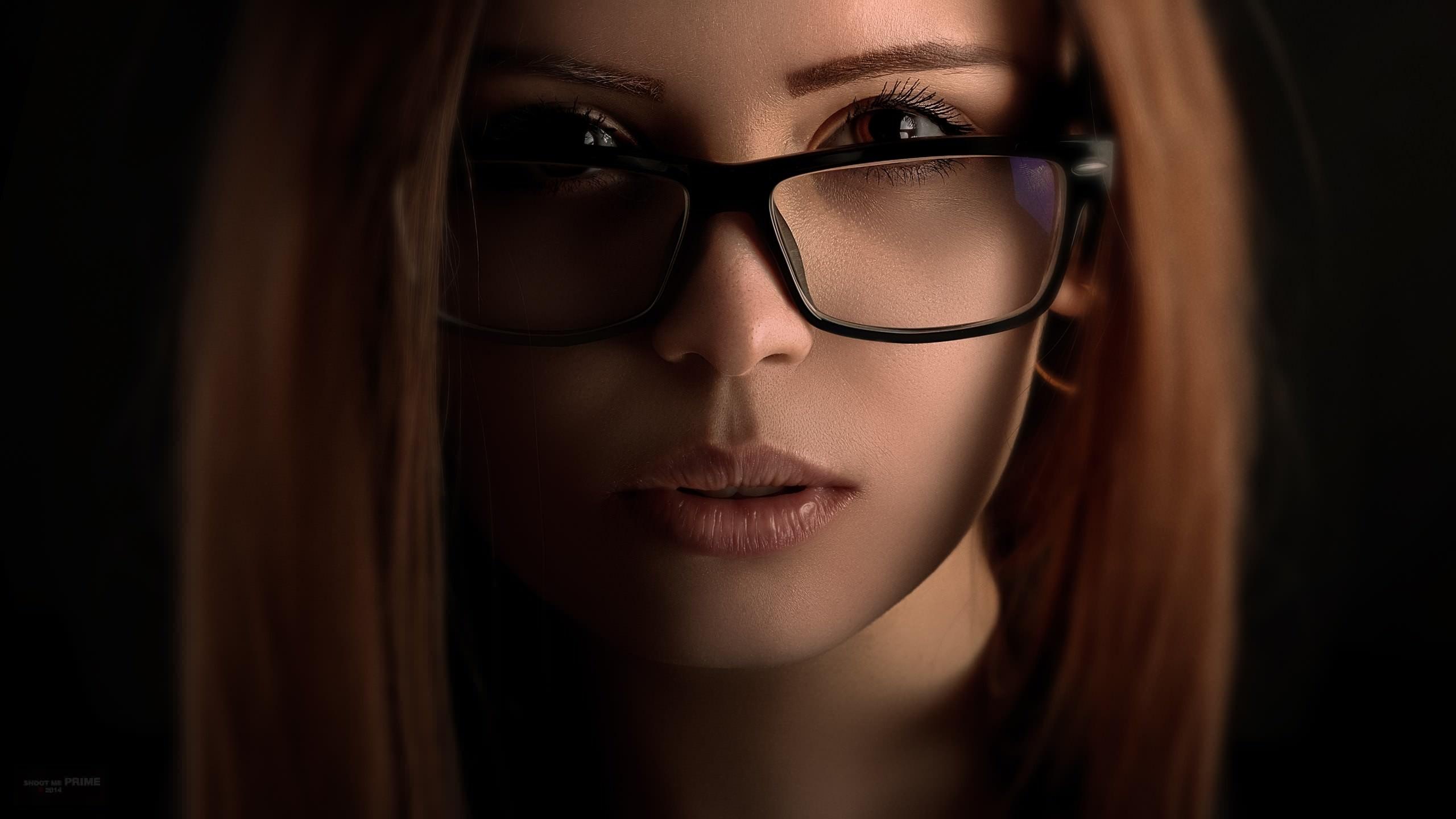 Картинки девушек в очках на рабочем столе