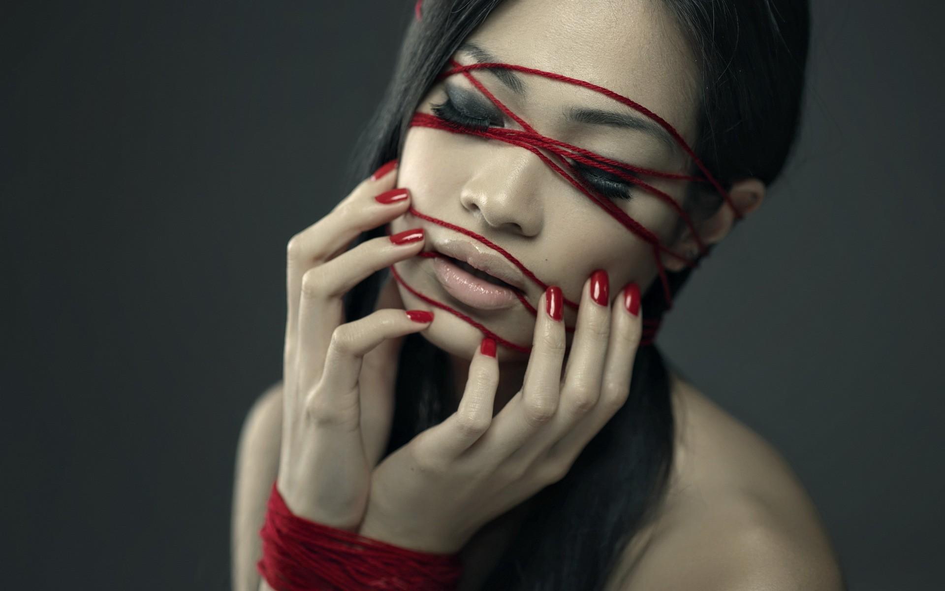 Связанные руки губы