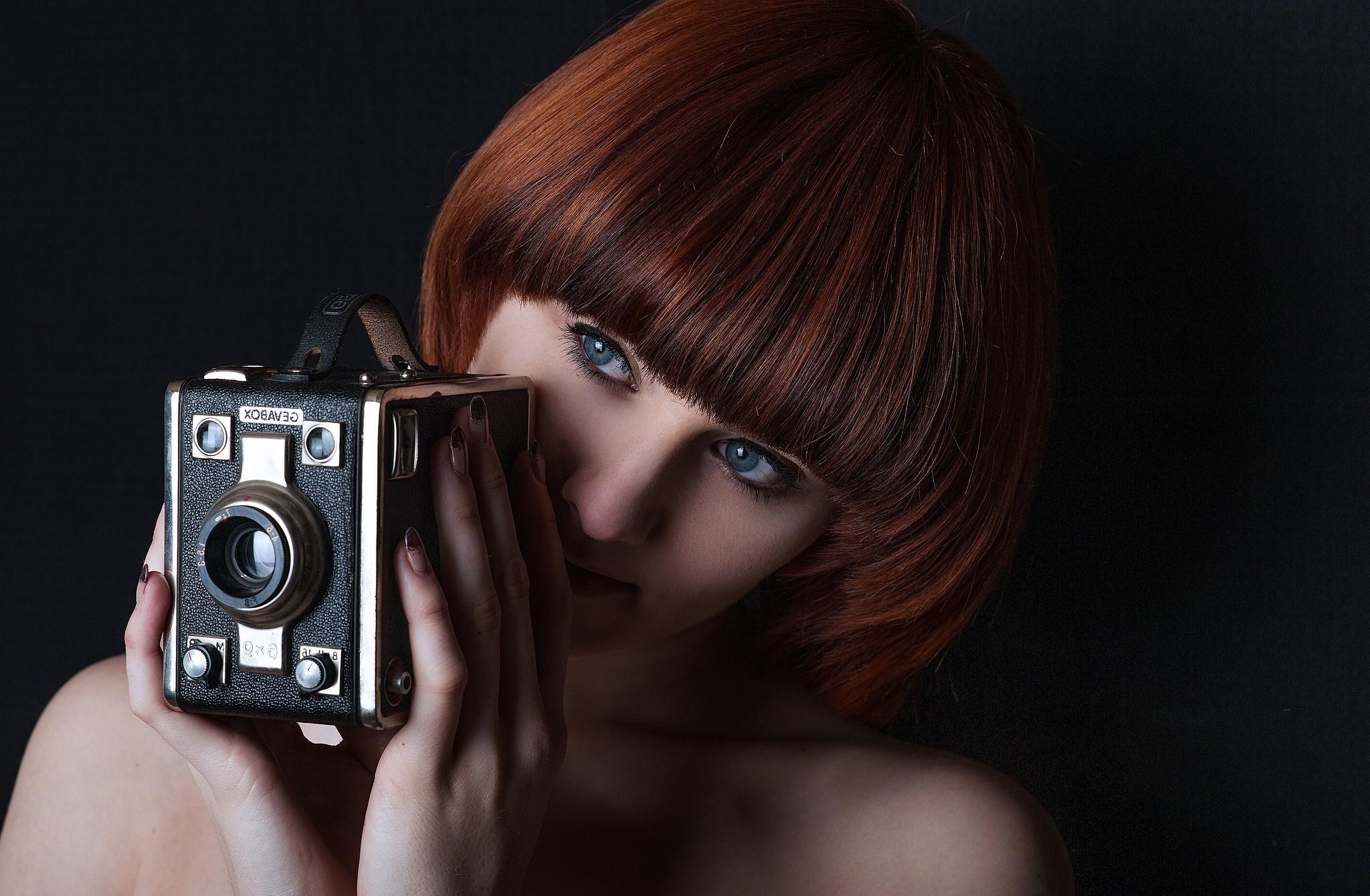 Wallpaper Menghadapi Hitam Wanita Si Rambut Merah Model Biru