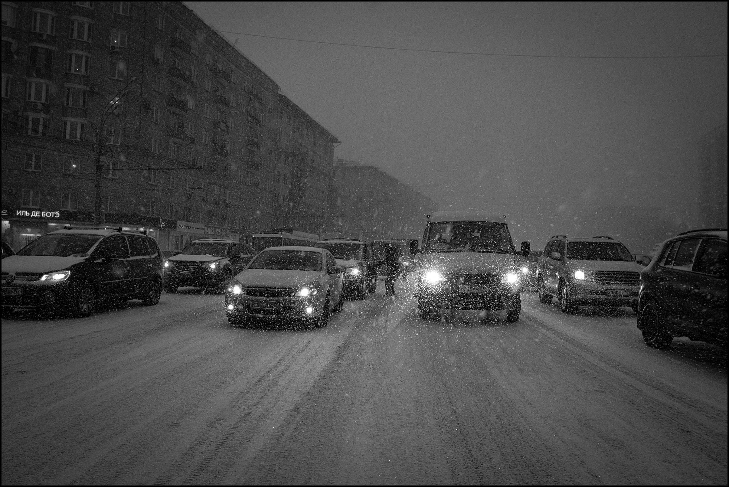 В России снизят скорость движения автомобилей зимой