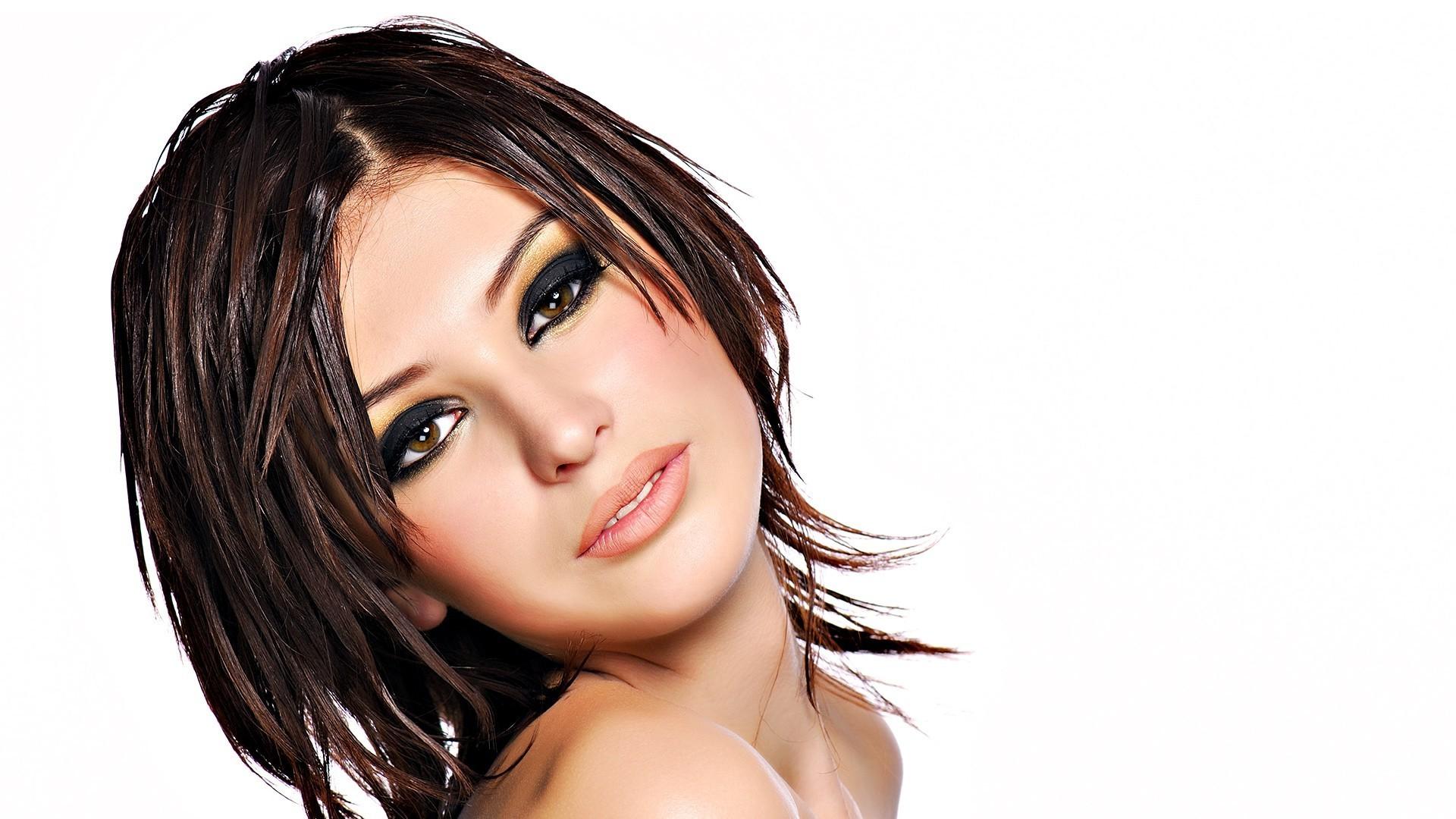 Maquillage cheveux noir yeux noisette