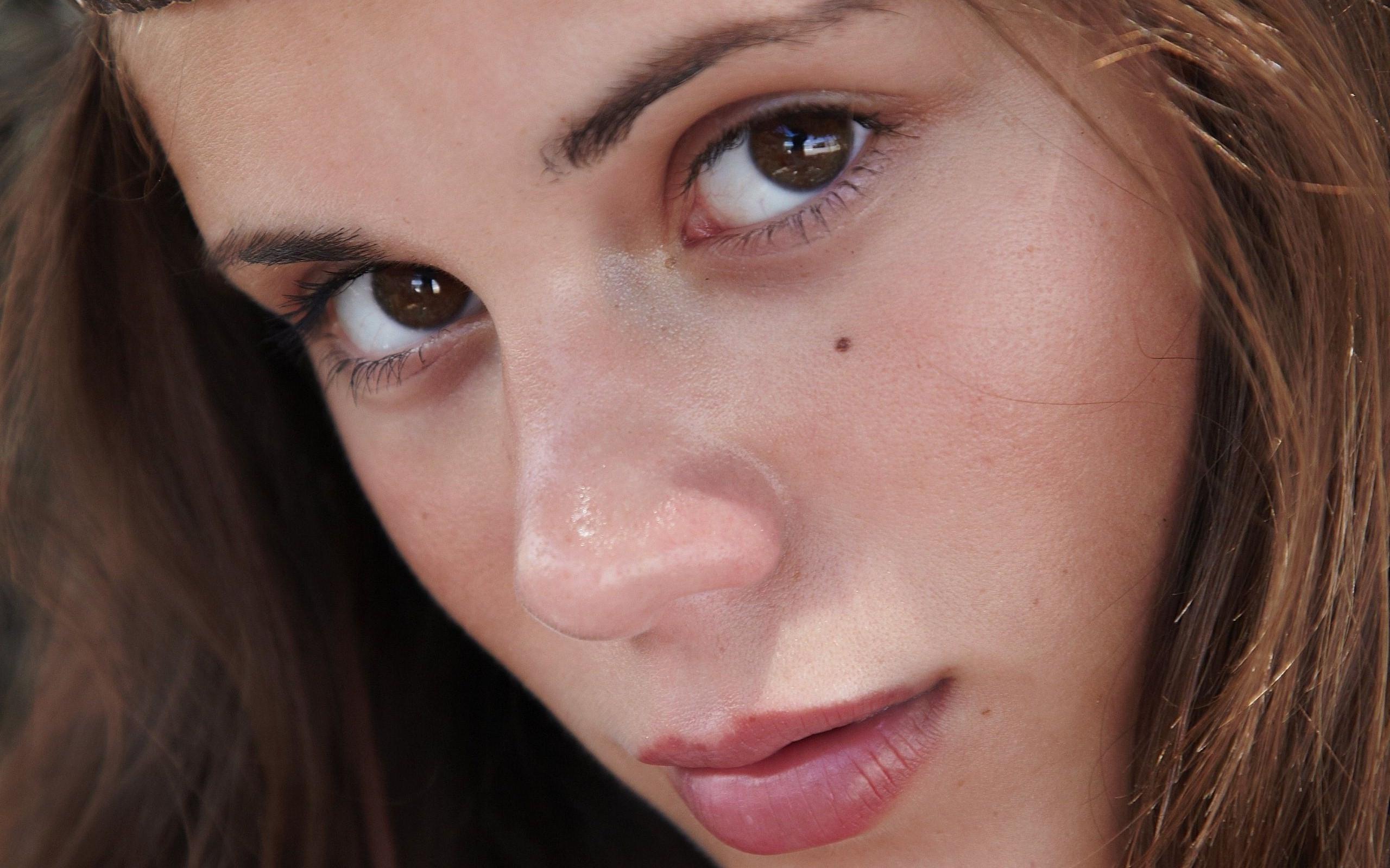 Брюнетки лицо сперма молодые фото