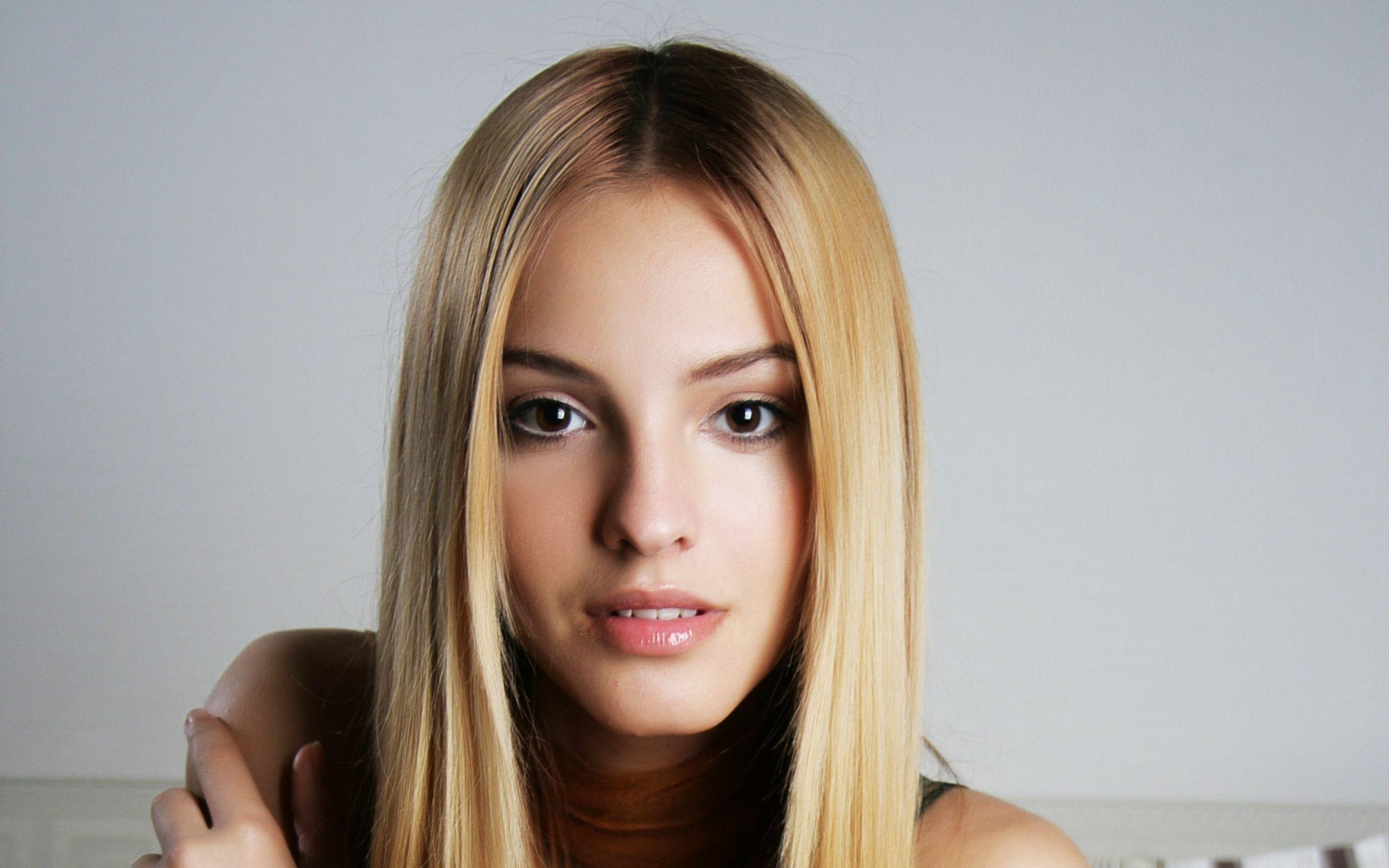 Rich pretty girl
