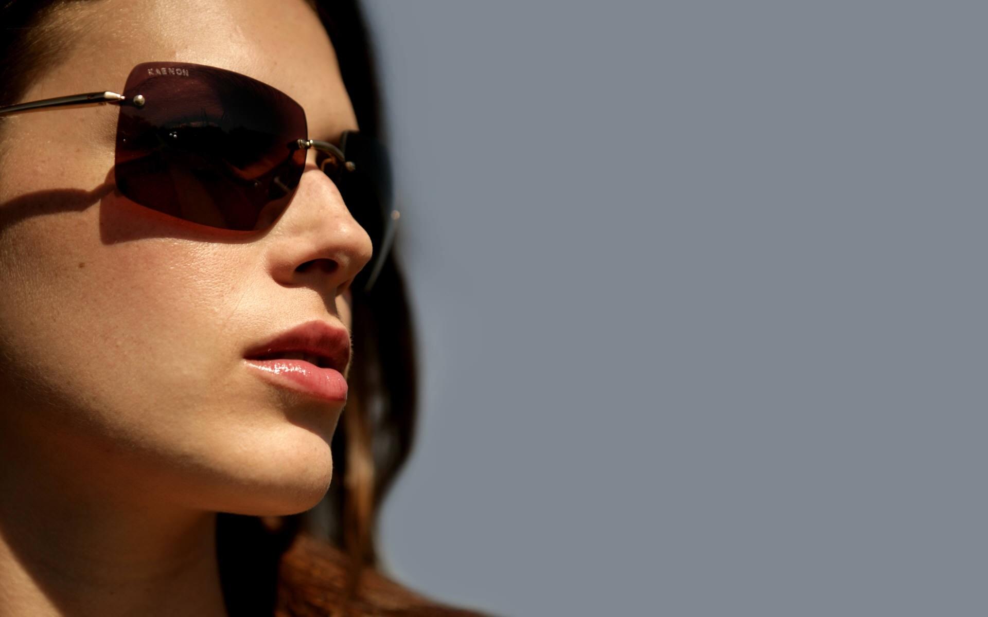 Фото в темных очках женщин