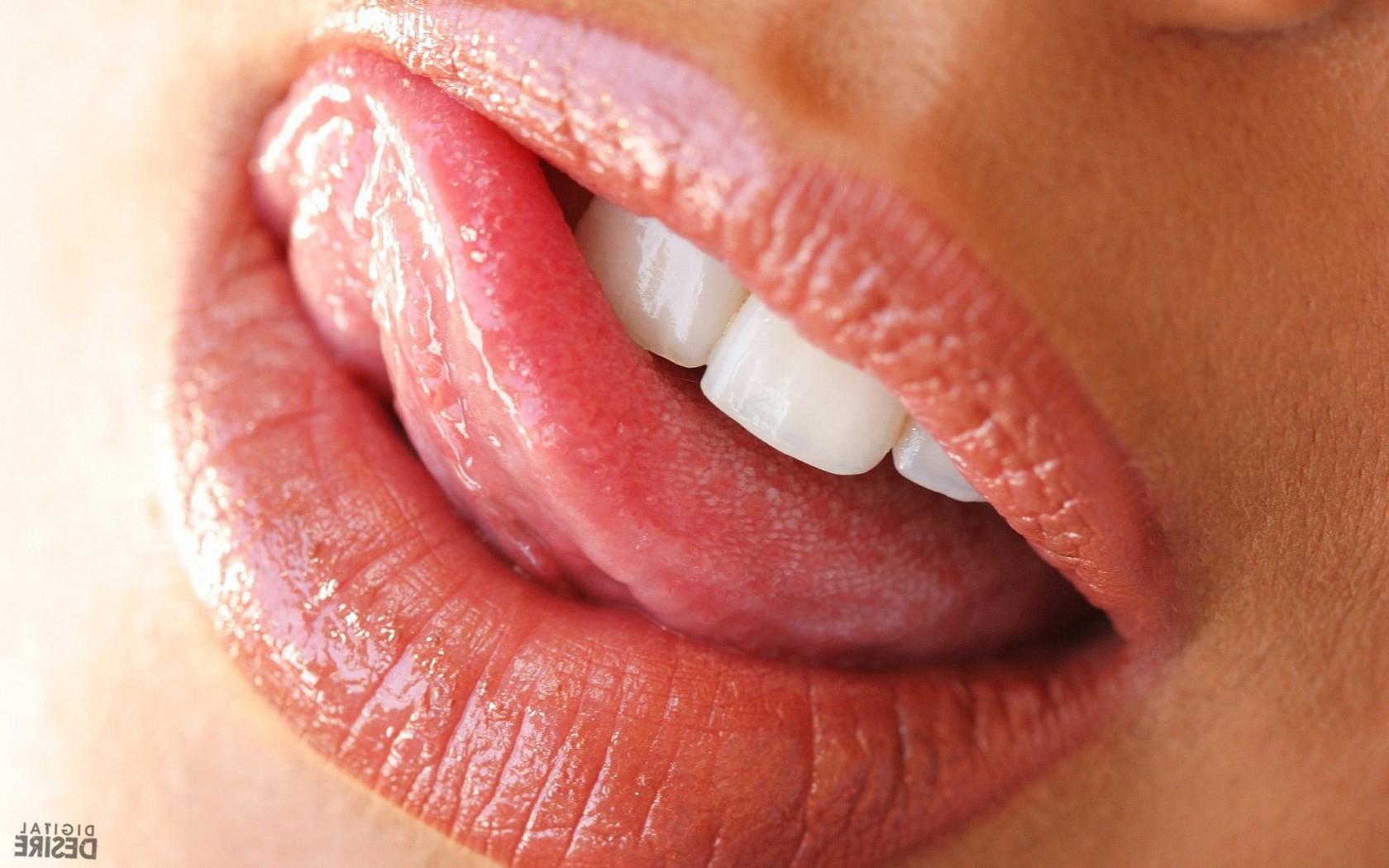 Фото когда девушка делает губы