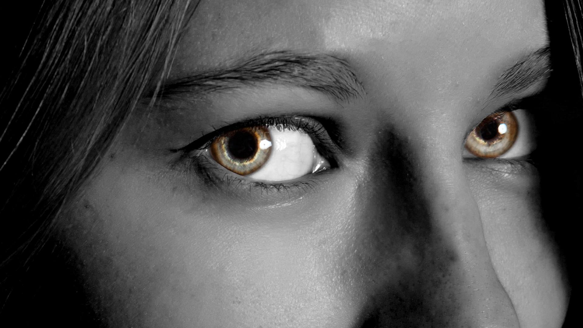 картинки глаза человека в темноте