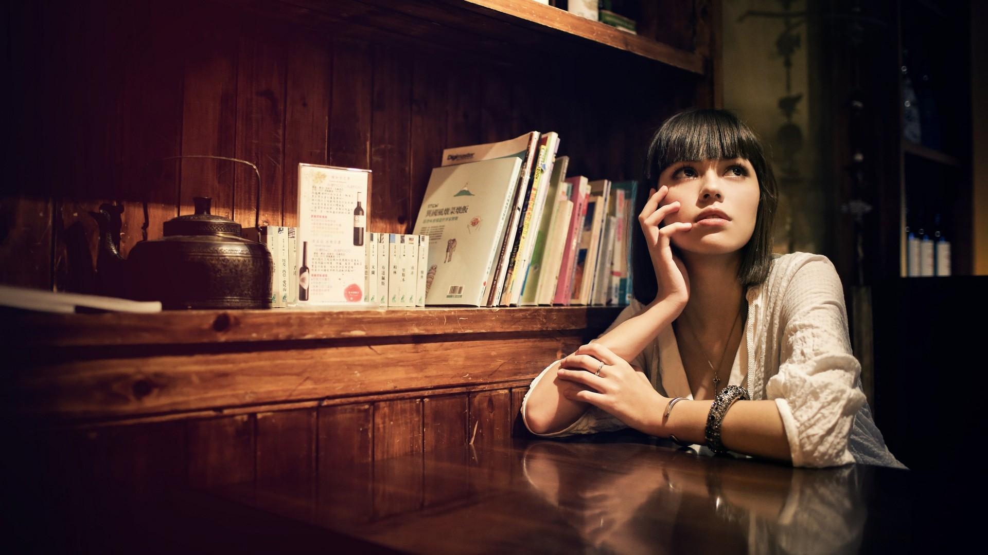 https://get.wallhere.com/photo/face-portrait-brunette-photography-table-light-girl-beauty-photograph-darkness-636011.jpg