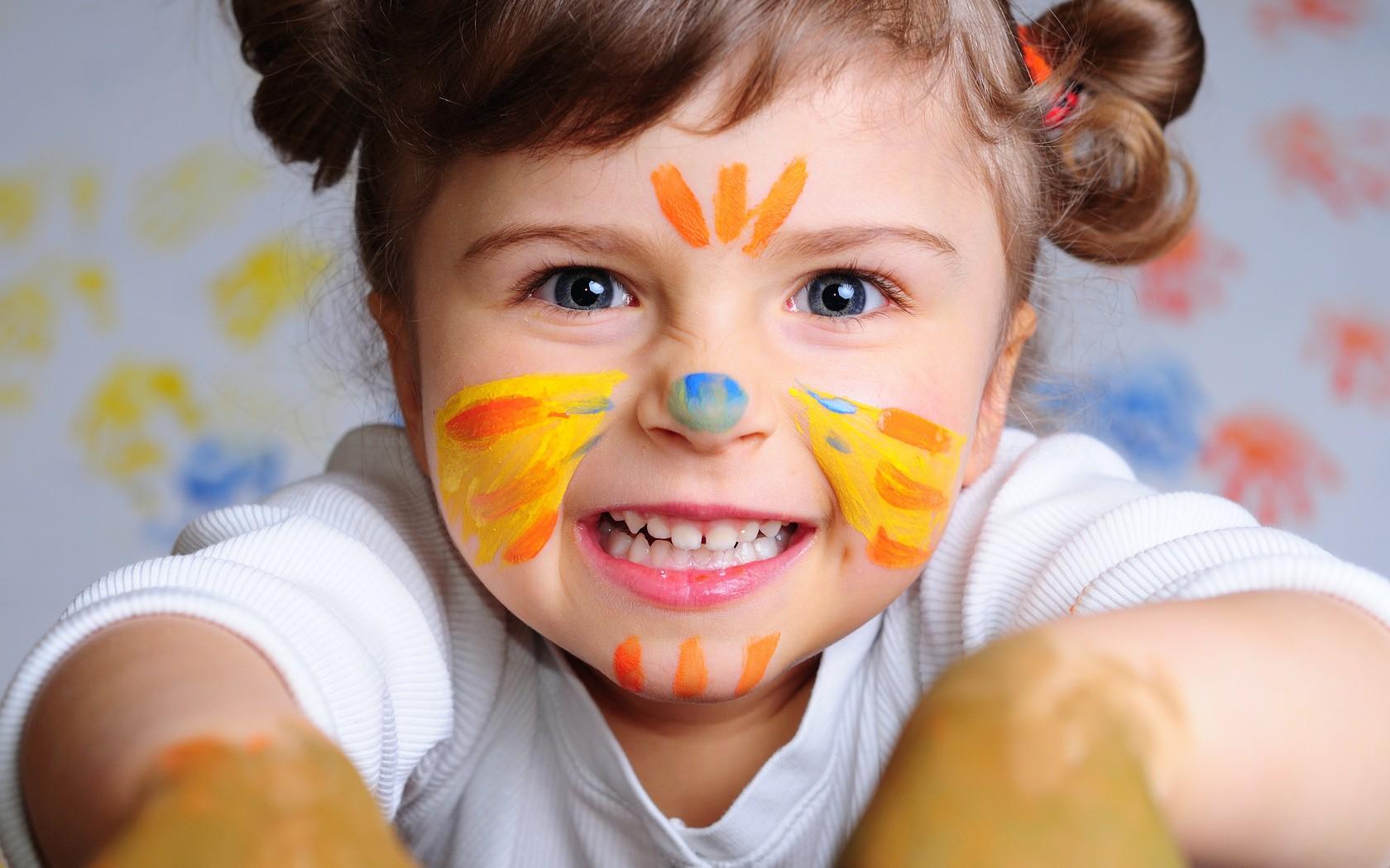 Wallpaper Menghadapi Potret Anak Kuning Rambut Mulut Rautan Hidung Makanan Emosi Orang Kulit Badut Kepala Tawa Warna Laki