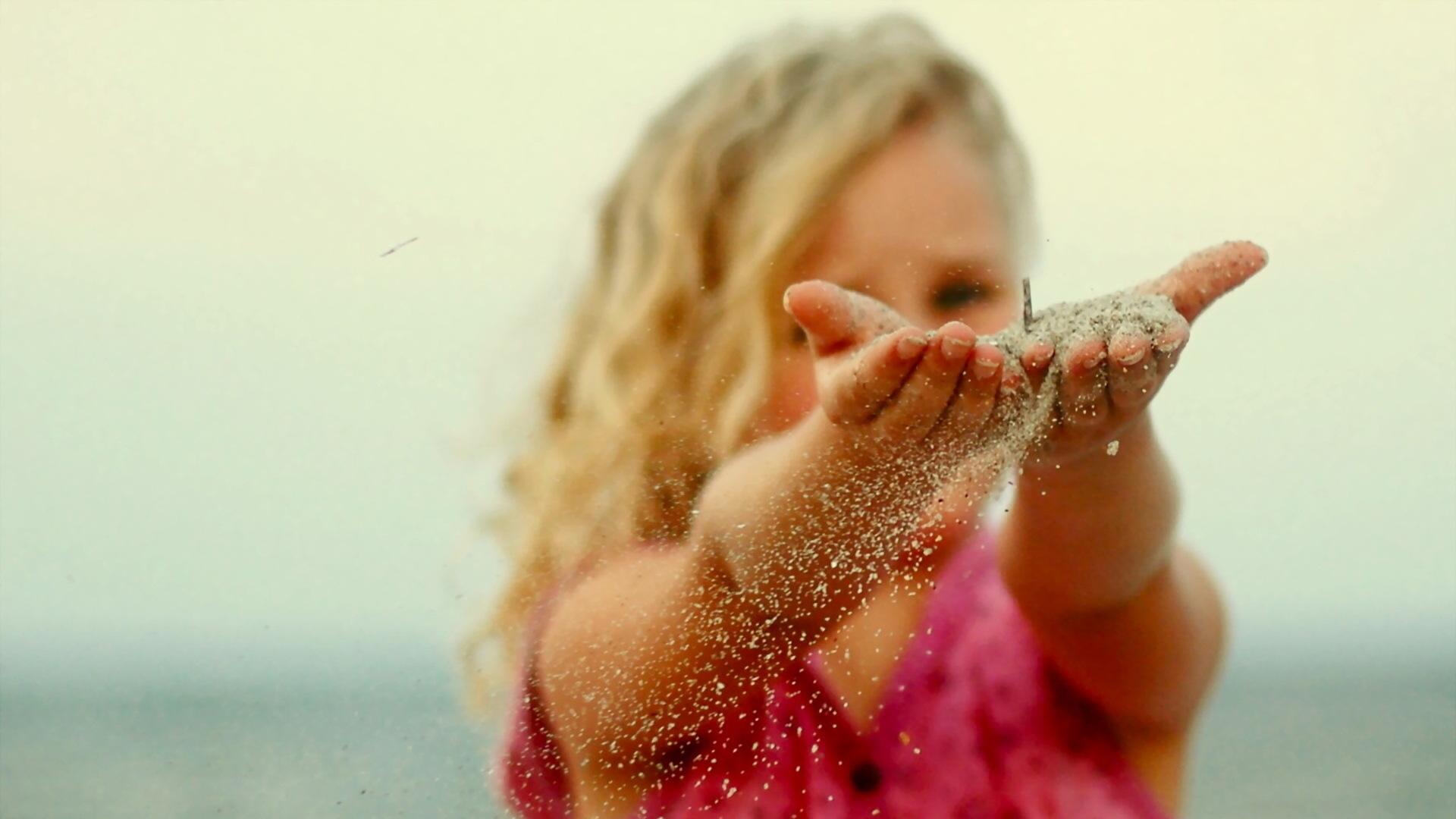 Ребенок постоянно нюхает свои руки