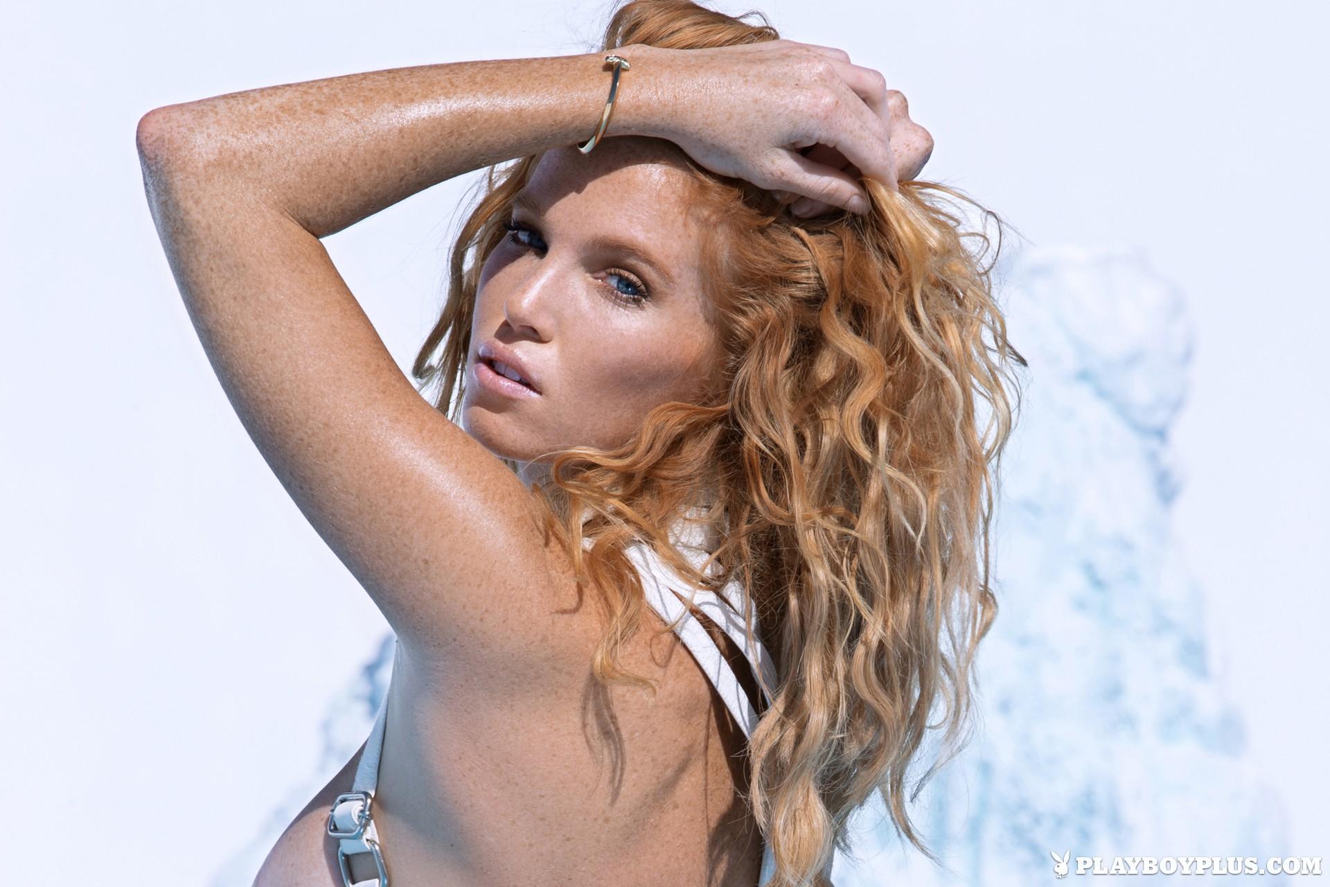 Elizabeth Ostrander Nude Photos 67