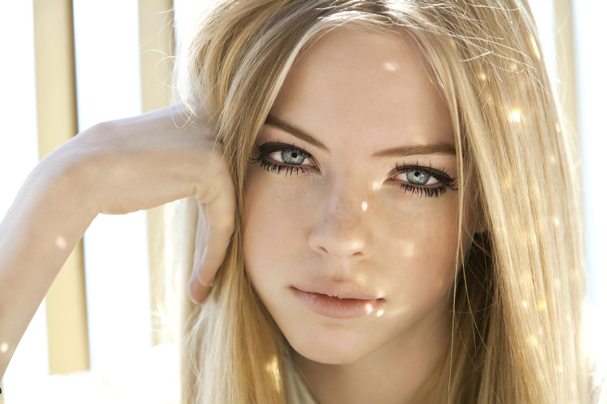 Wallpaper Face Model Blonde Long Hair Blue Eyes: Wallpaper : Face, Women, Model, Portrait, Blonde, Hands