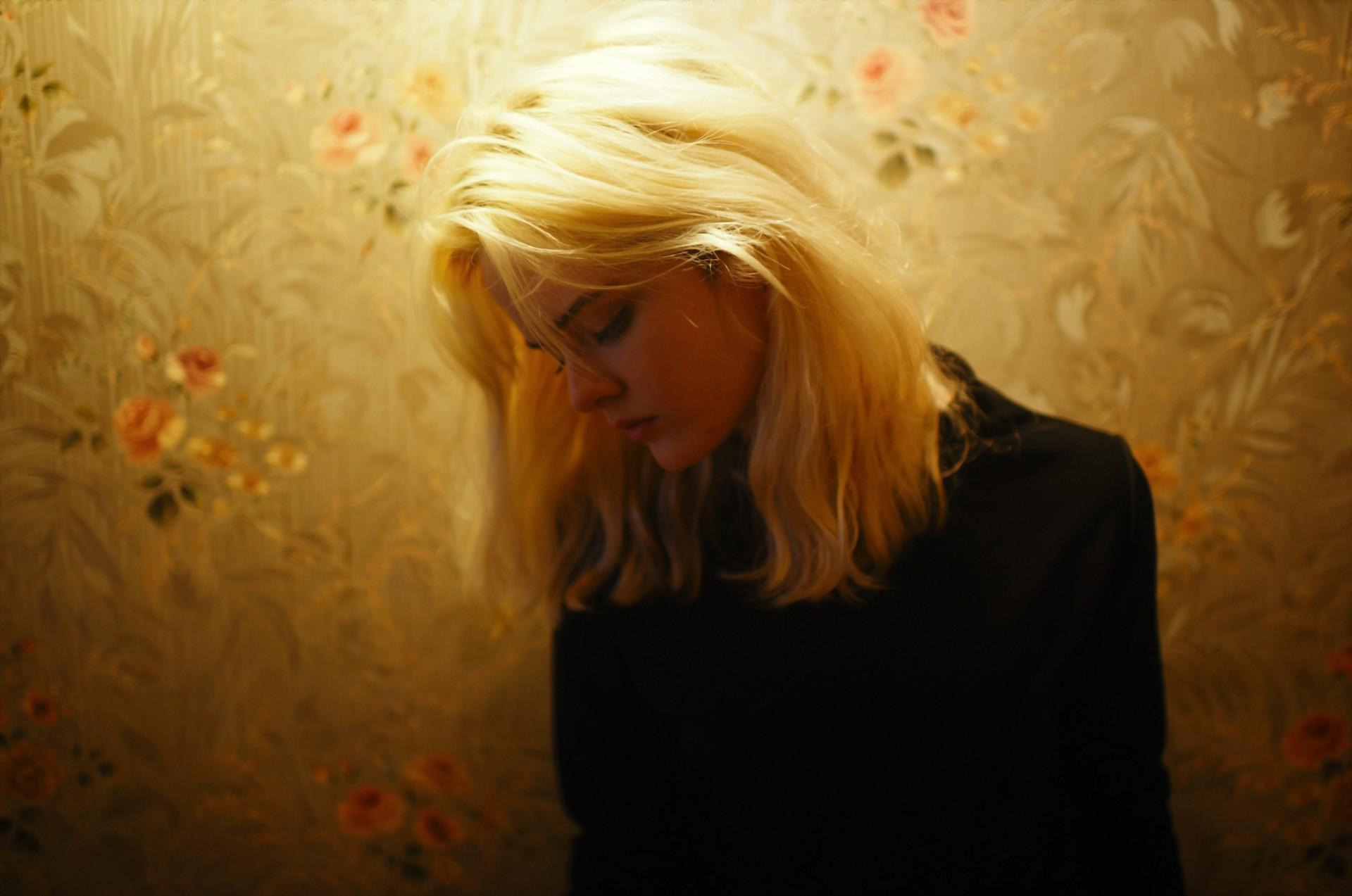 блондинка со свинячей головой фото можешь смотреть
