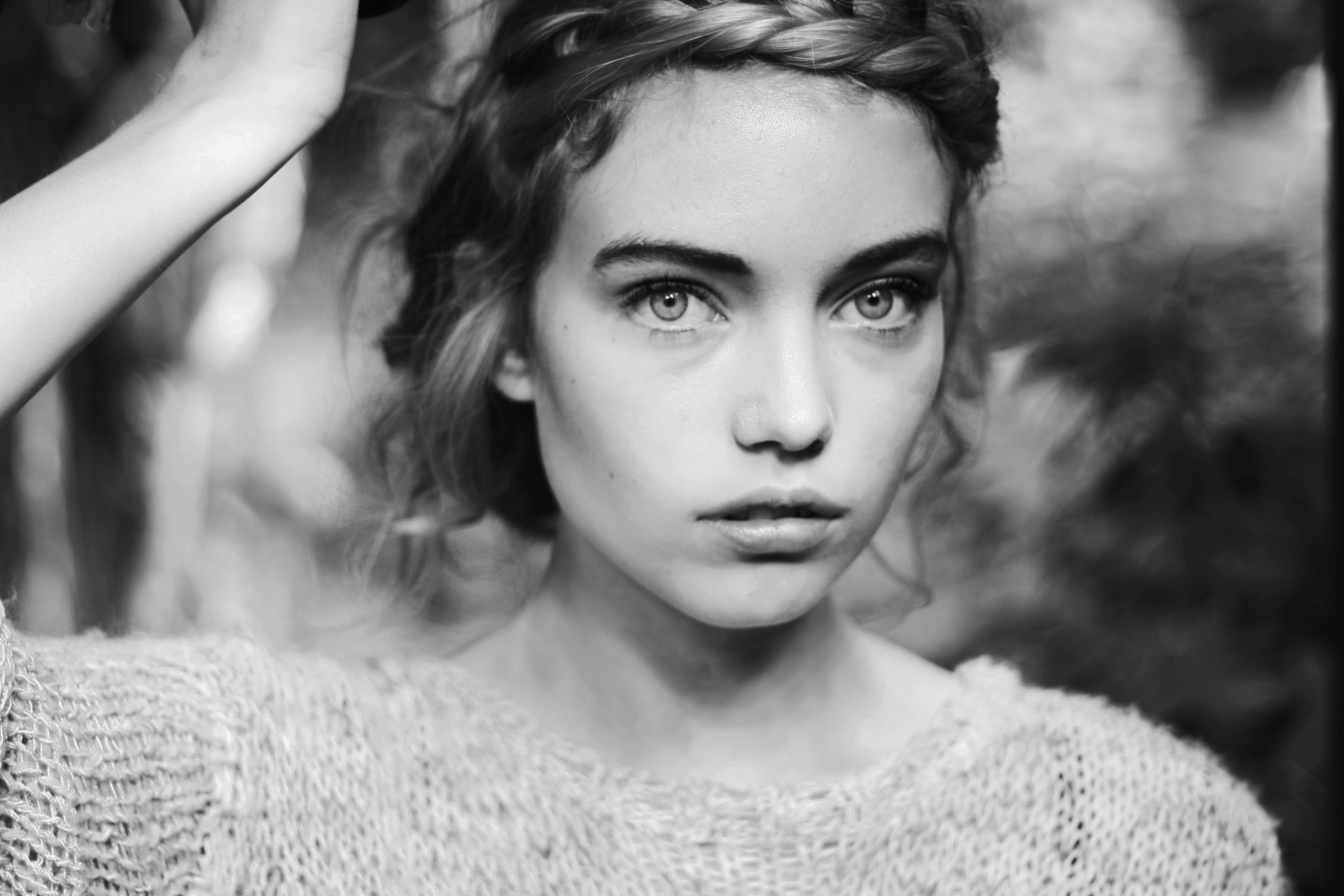 Hintergrundbilder Gesicht Weiß schwarz Frau einfarbig
