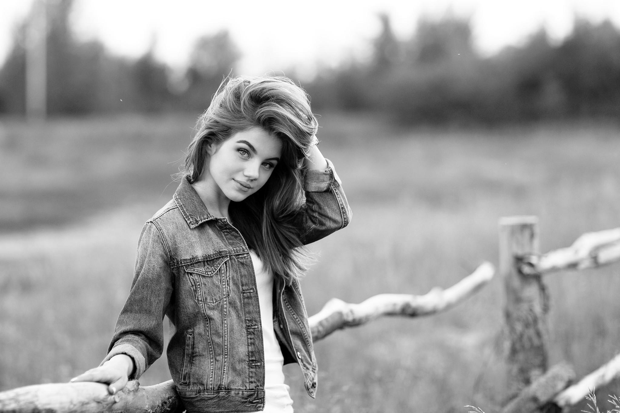 Черно белая картинка девушка