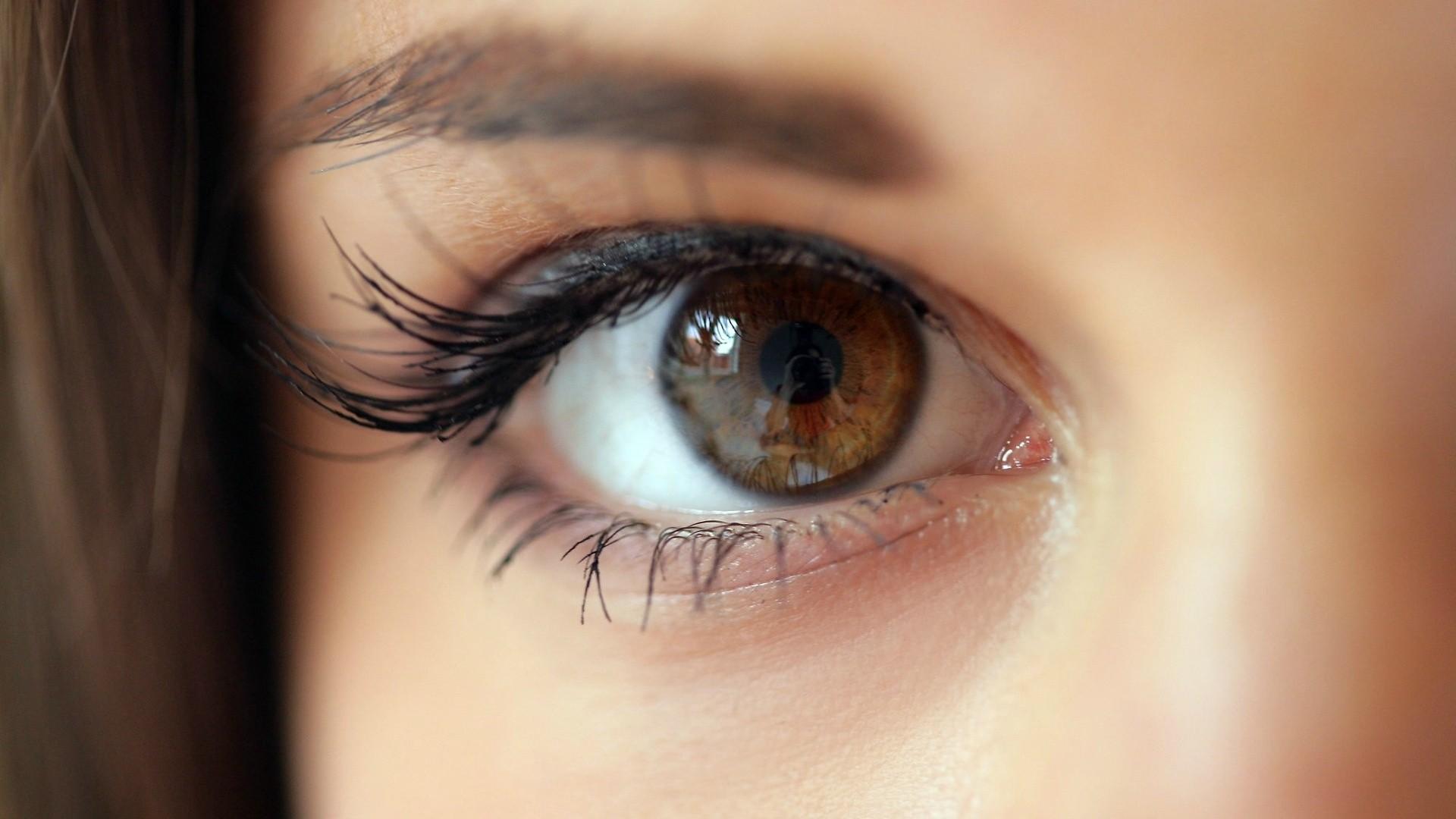 Картинка глаза синие и карие глаза