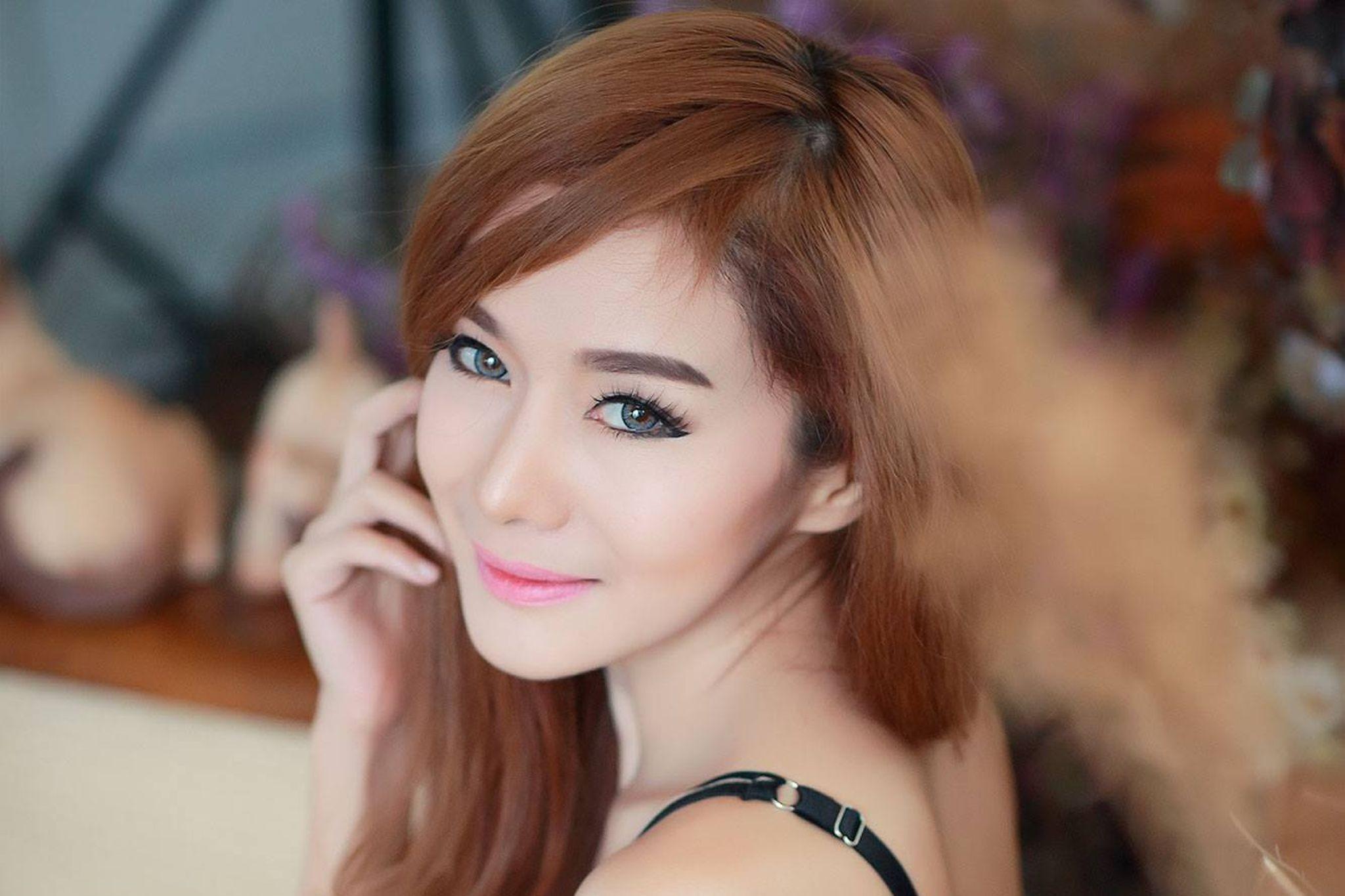 Coloration blonde sur cheveux noir asiatique
