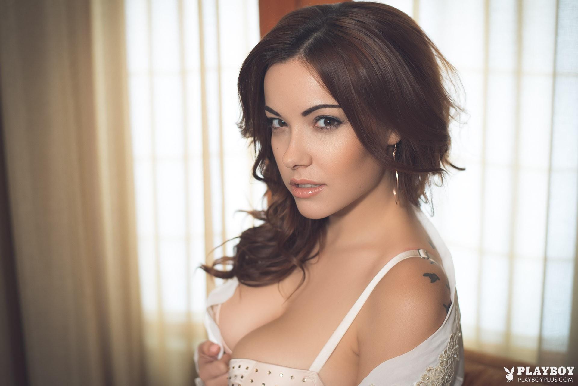 Hot solo babe Elizabeth Marxs posing for Playboy centerfold shoot outdoors № 83907 загрузить