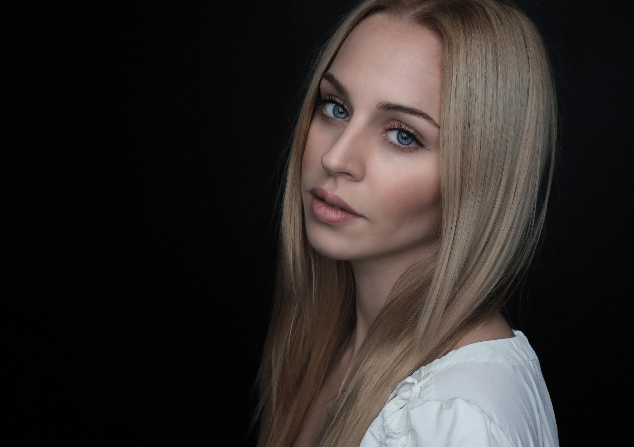 Wallpaper Women Model Long Hair Asian Singer Blue: Wallpaper : Face, Women, Model, Blonde, Black Background