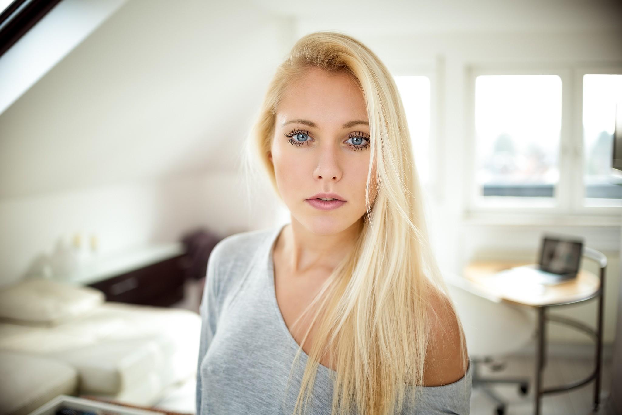 Голубоглазая белые волосы длинные стройная — 12