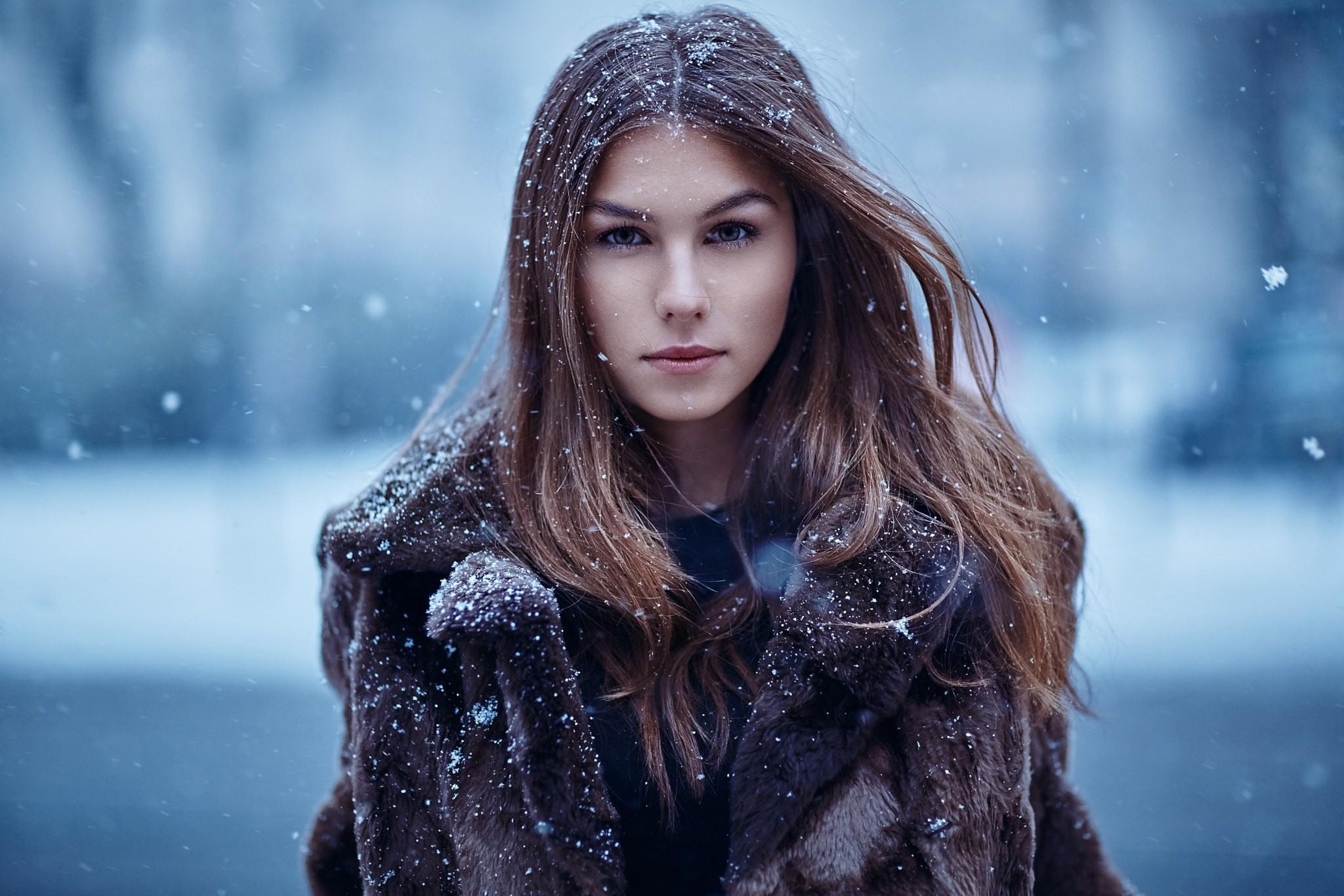 Девушка в снежинках картинка