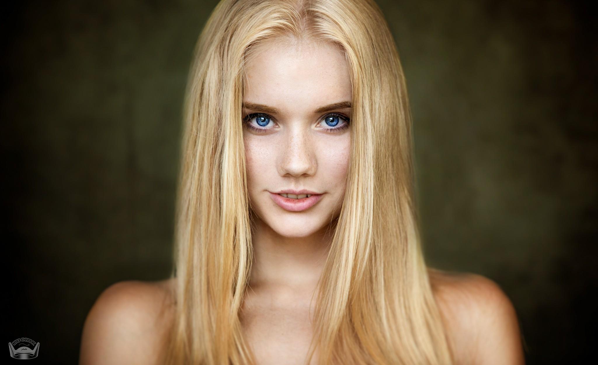 Wallpaper : face, women, blonde, depth of field, simple ...