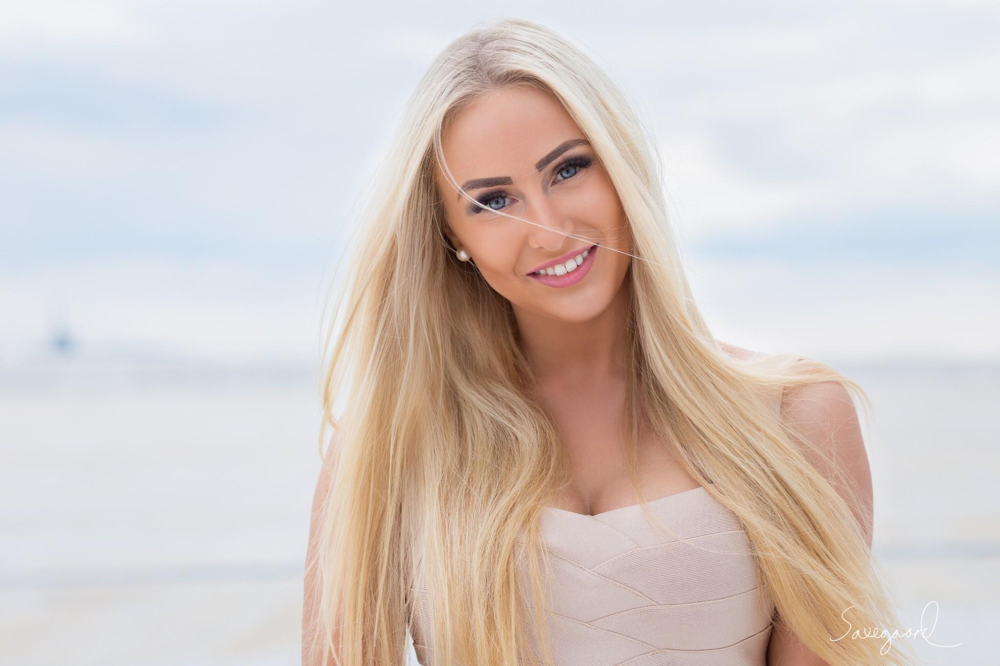 Long Blonde Hair Blue Eyes Best Blondehair 2018