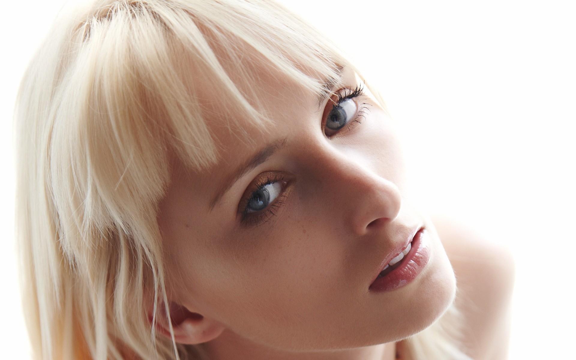Blonde aux yeux bruns blonde with blonde aux yeux bruns top du brun au blond ces stars qui ont - Blonde aux yeux marrons ...