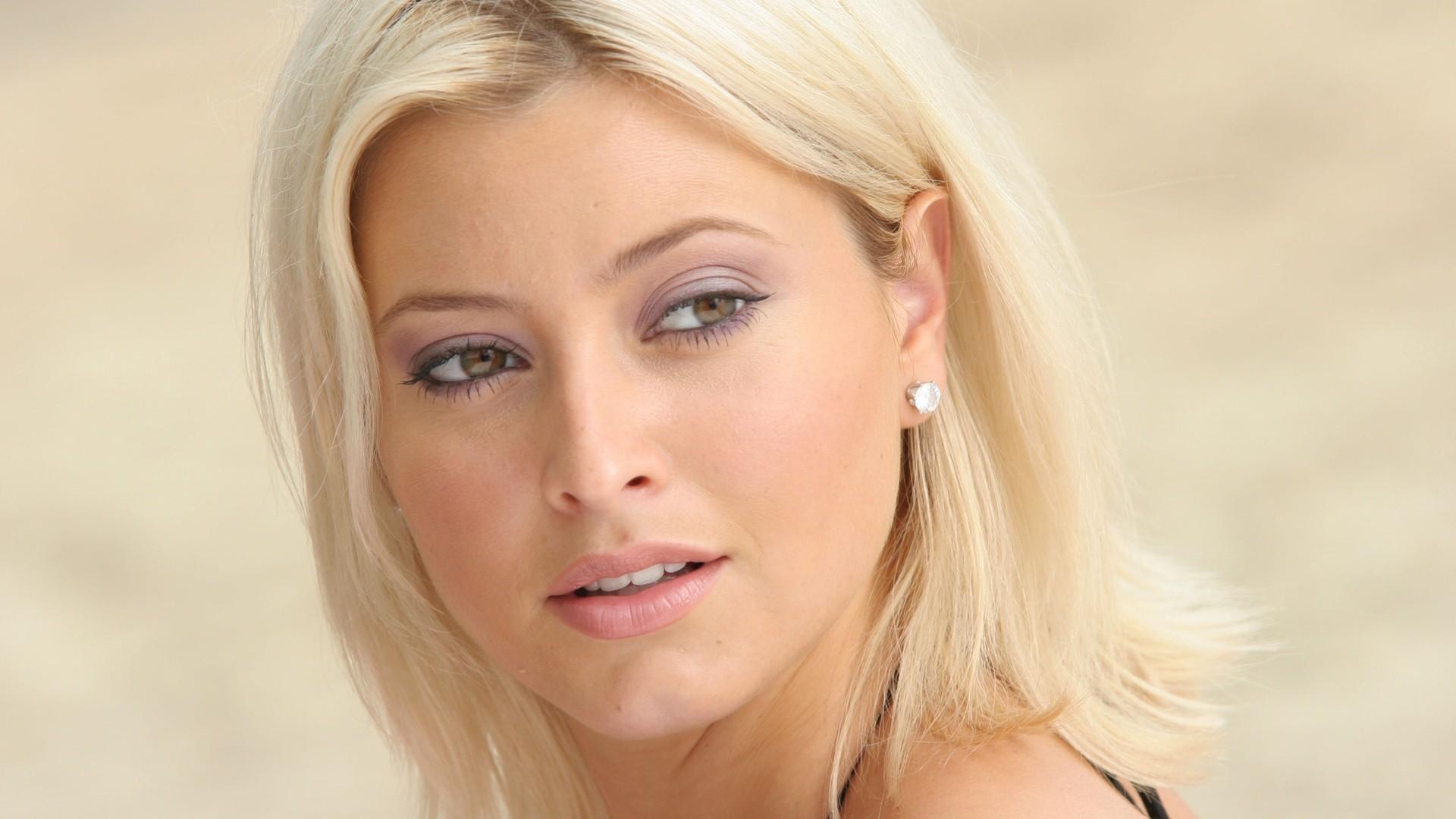 Фото на аву для блондинки за 40