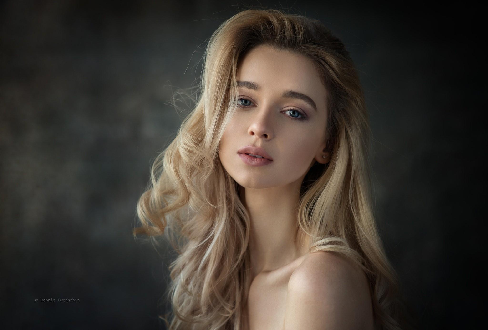 Women Blonde Blue Eyes Long Hair Wavy Hair Portrait: Wallpaper : Women, Model, Blonde, Simple Background, Long