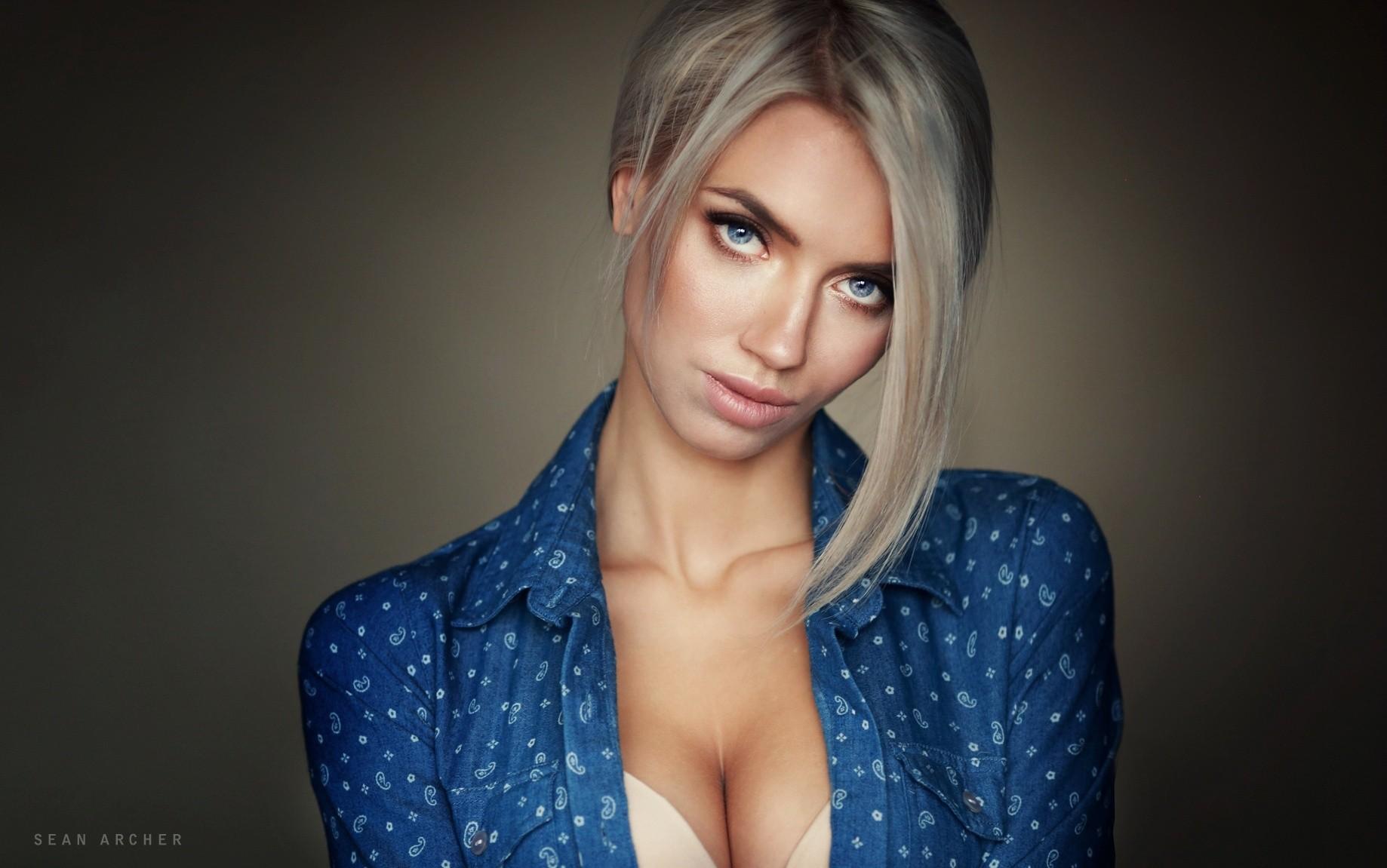 Wallpaper Face Women Model Brunette Singer Blue: Wallpaper : Face, Women, Model, Blonde, Simple Background