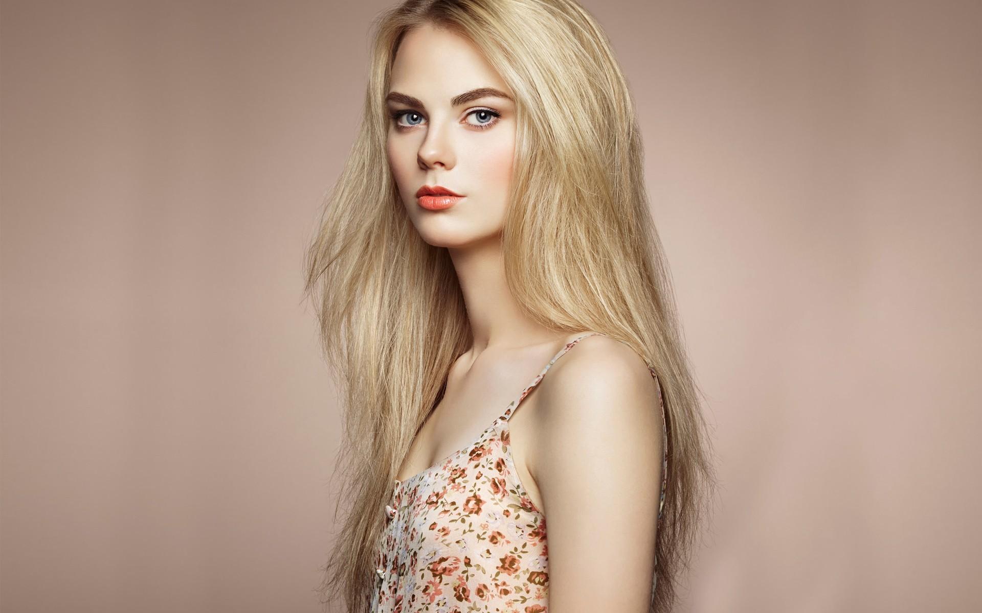 Фото красивых девушек в полный рост с русыми волосами