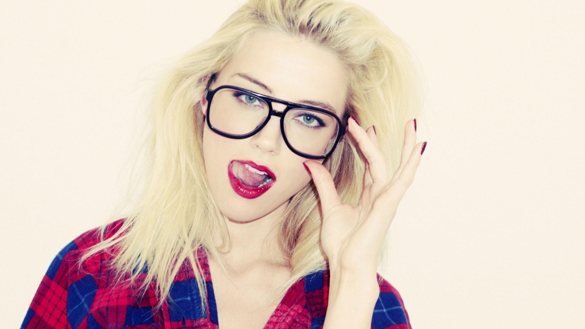 Fond d écran   visage, femmes, maquette, blond, des lunettes de soleil, yeux  bleus, des lunettes, rouge, la photographie, bleu, cheveux, rose, Amber  Heard, ... e618cc428892