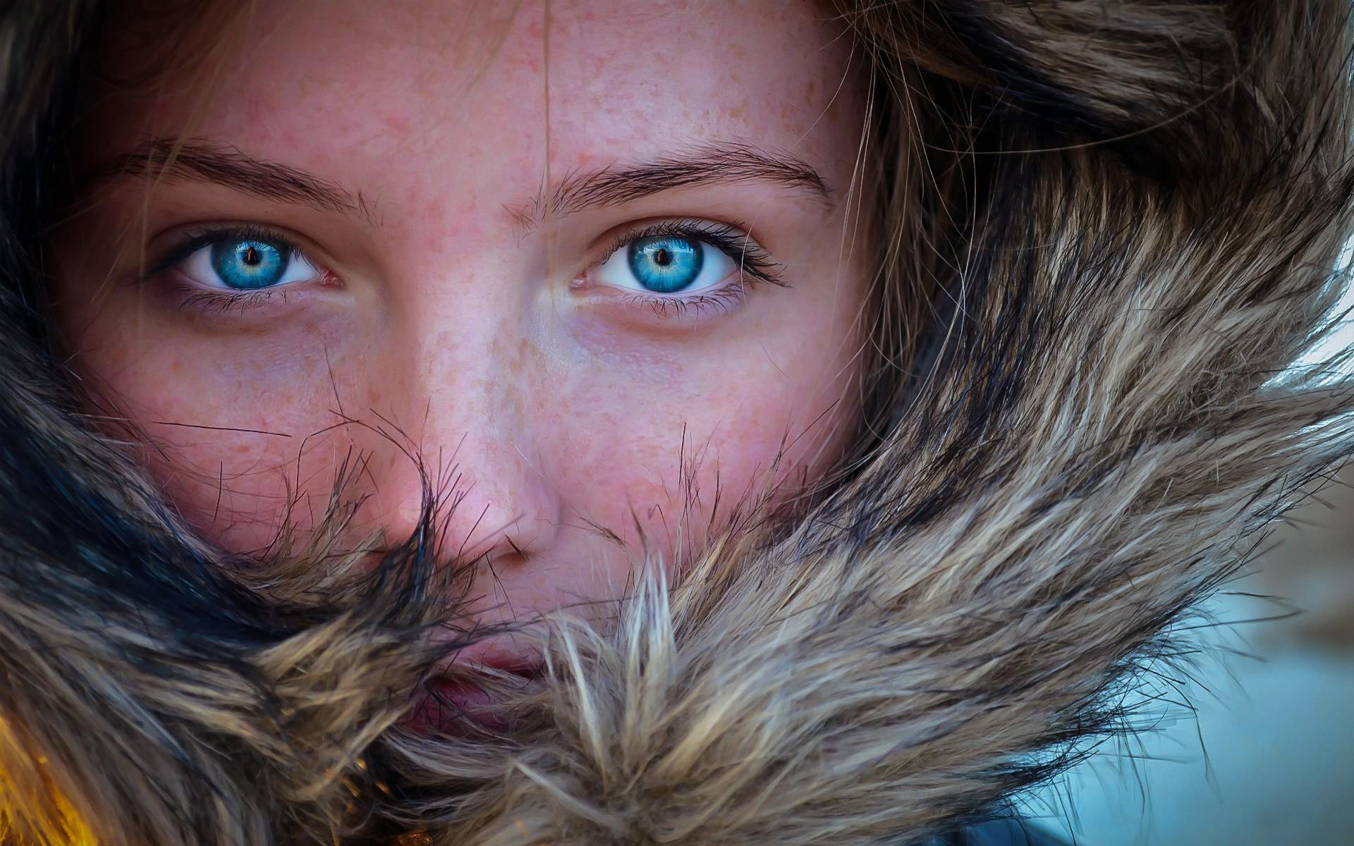люди с синими глазами фото легкие