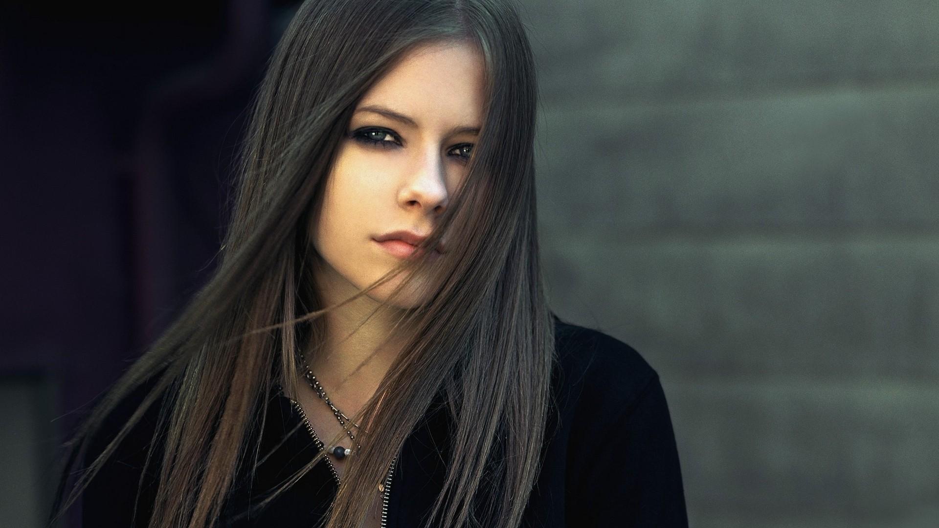 Avril Lavigne Black Hair
