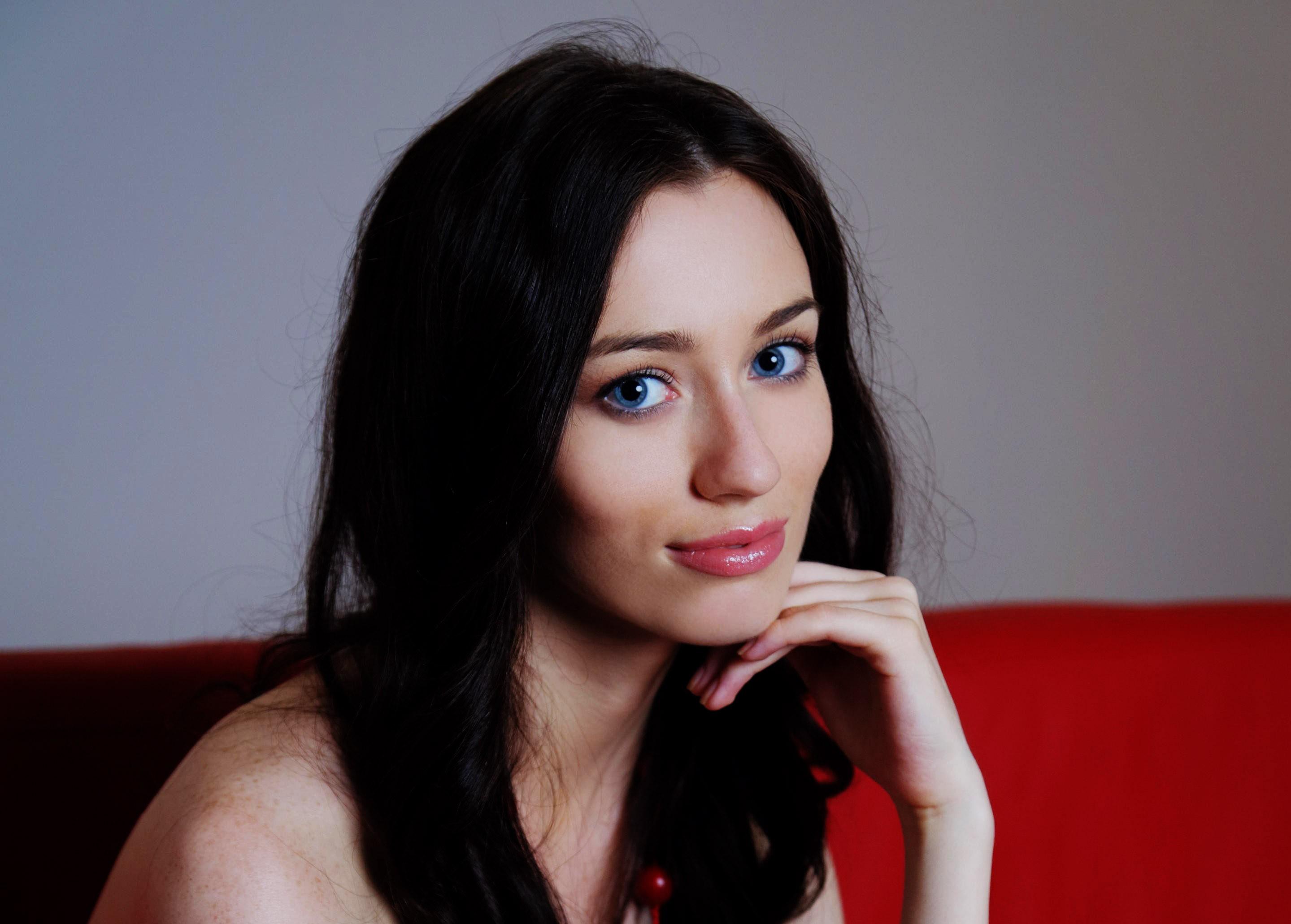 Wallpaper Face Women Model Brunette Singer Blue: Wallpaper : Face, Women, Long Hair, Blue Eyes, Red, Singer