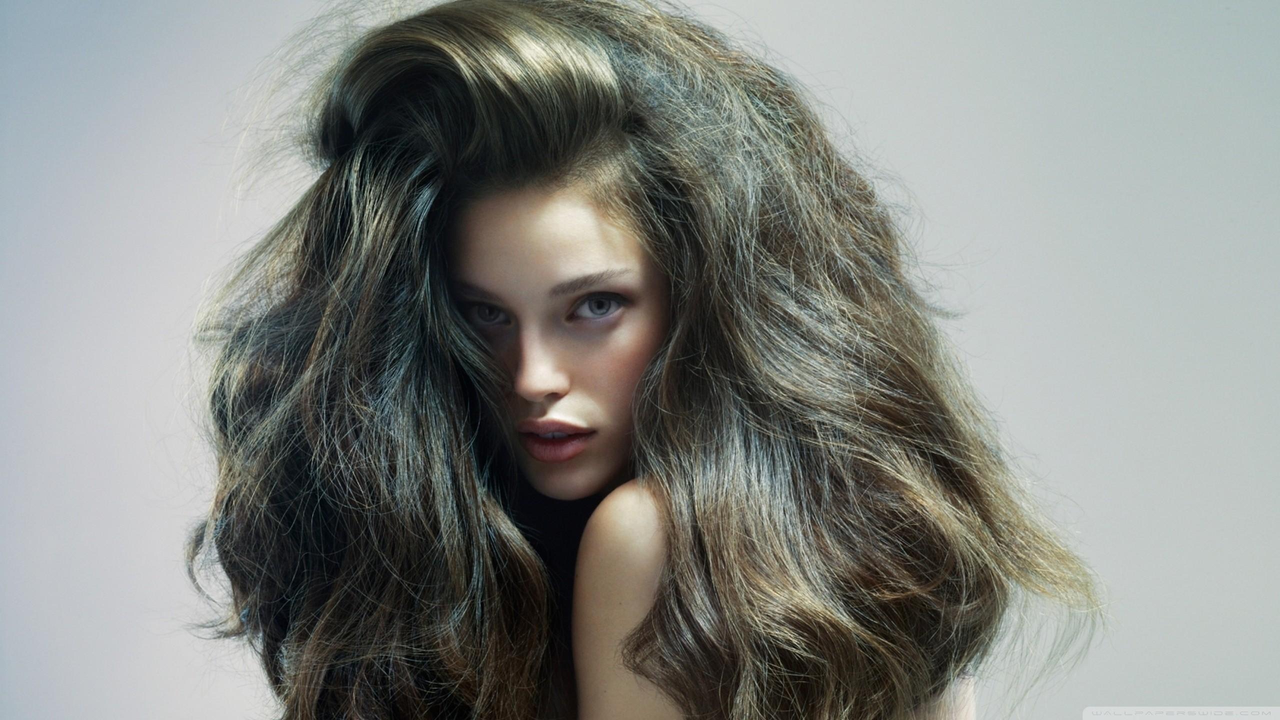 Как сделать волосы пушистыми и объемными в домашних условиях