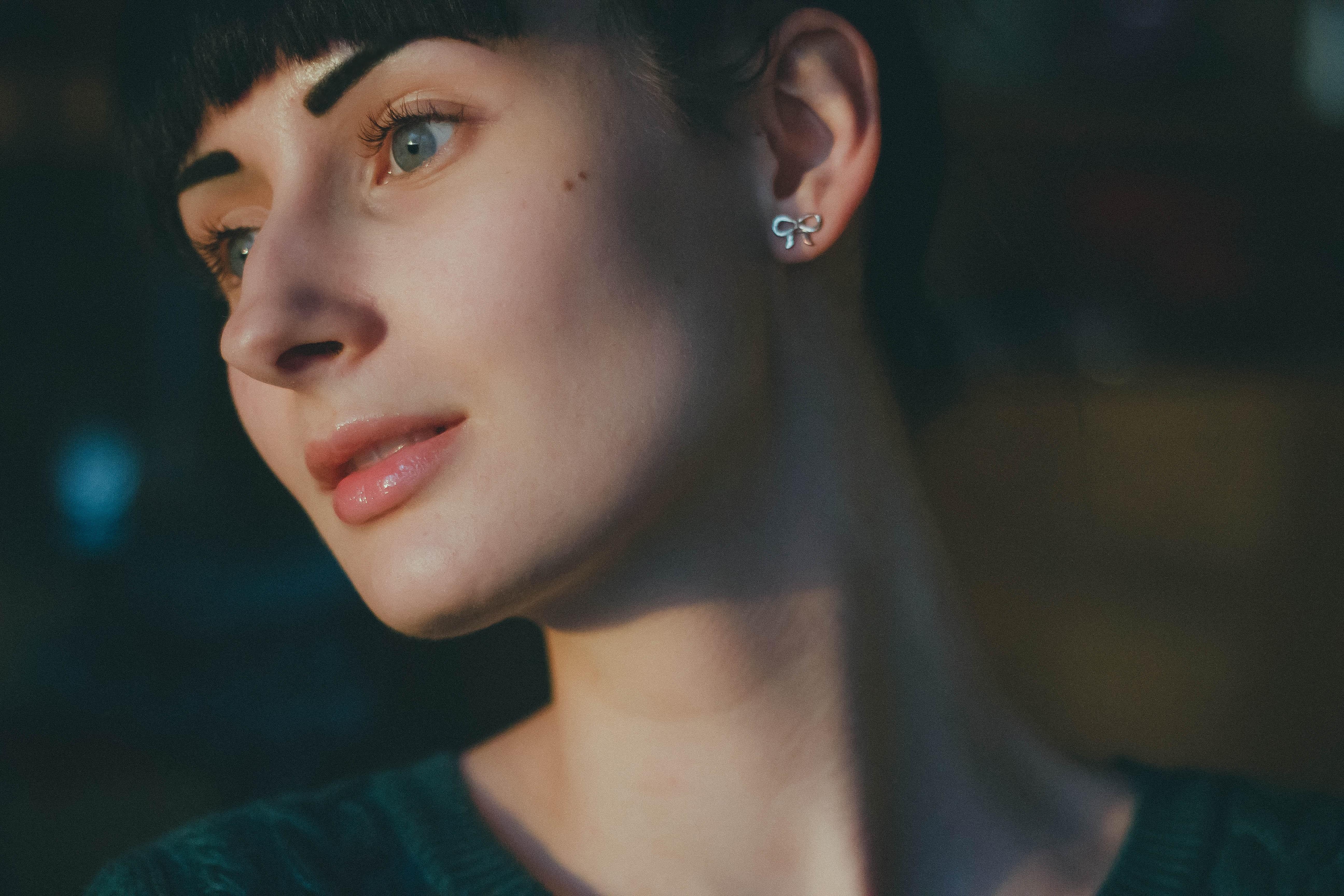 Masaüstü Yüz Kadınlar Model Portre Uzağa Bakmak Mavi Gözlü
