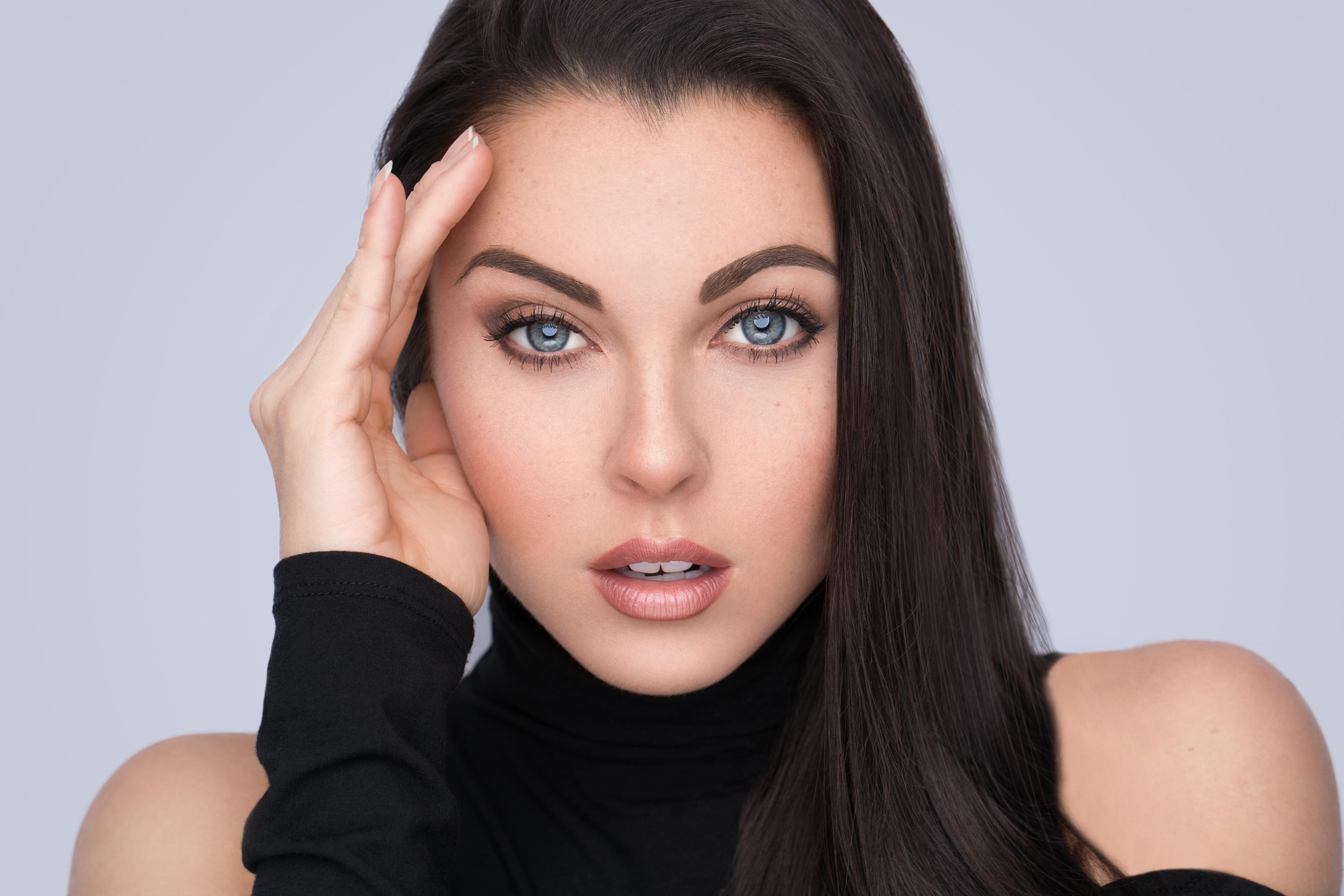 fucking-beautiful-blue-eyed-brunette-nude