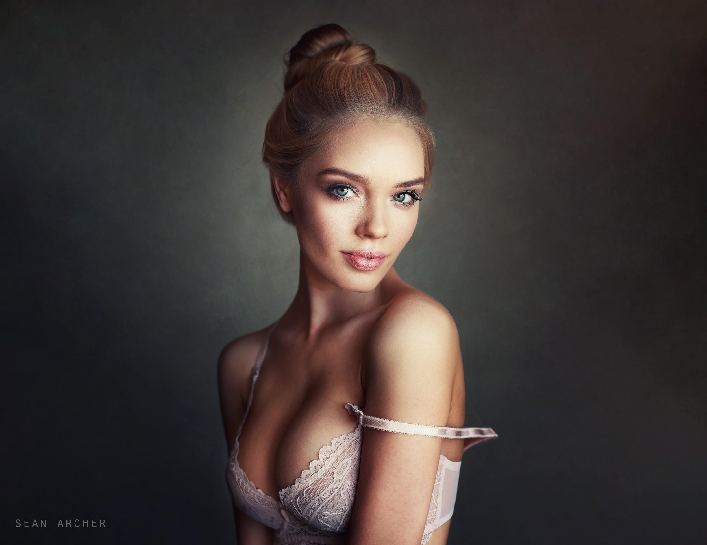 Портрет Обнаженной Девушки Фото