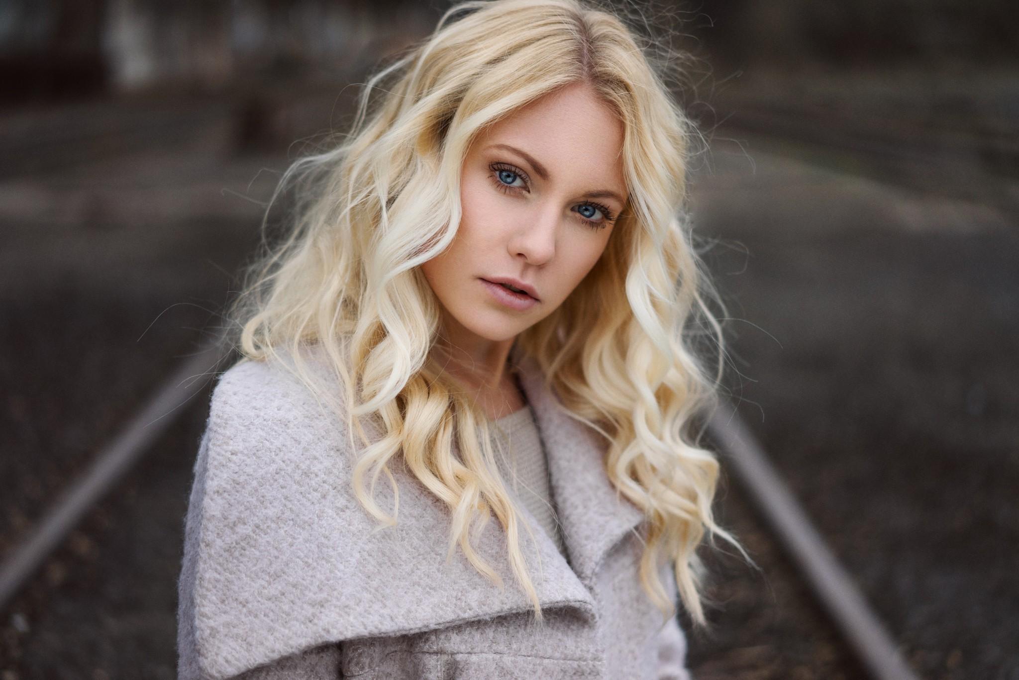 Wallpaper Face Model Blonde Long Hair Blue Eyes: Wallpaper : Face, Women Outdoors, Blonde, Depth Of Field