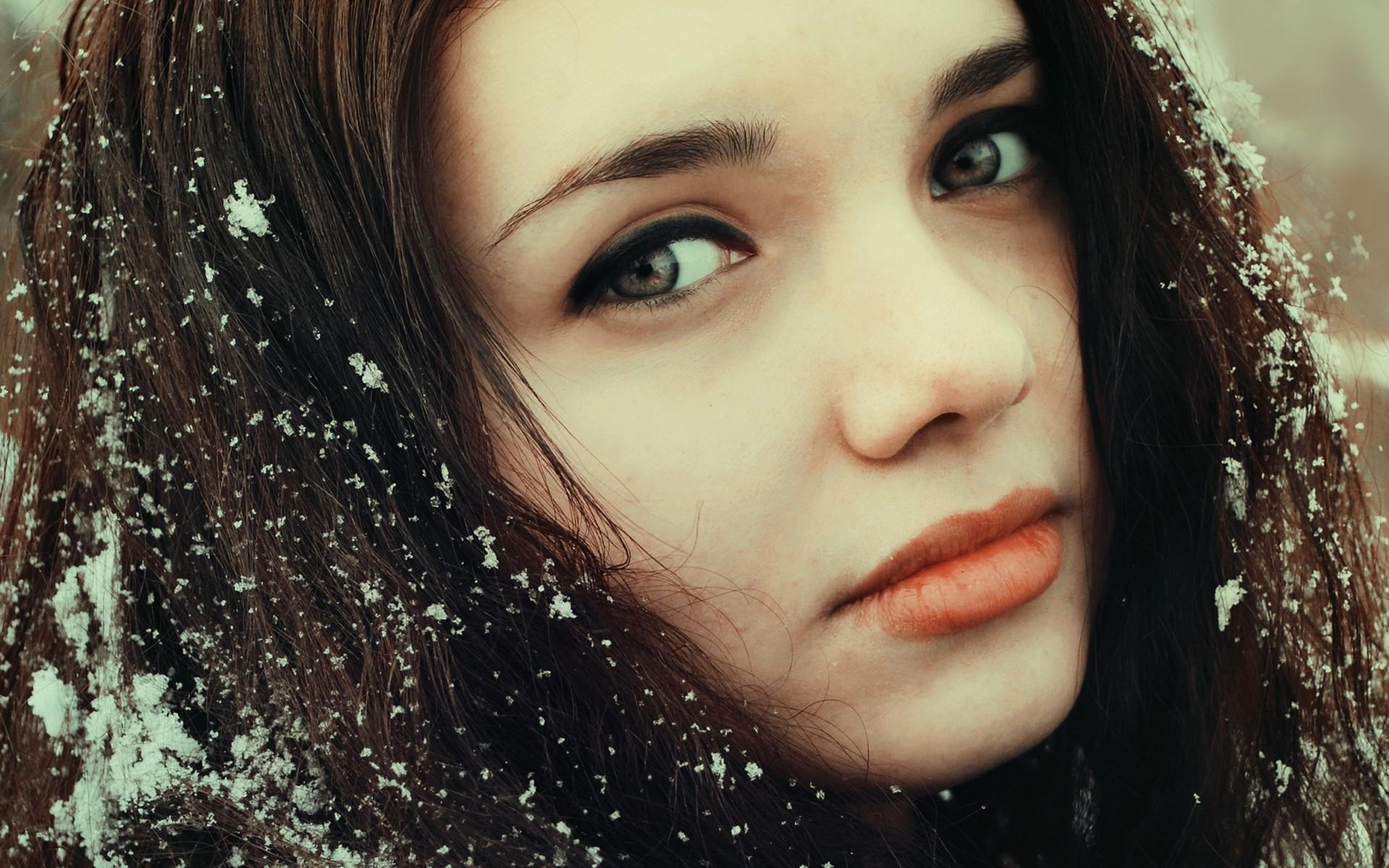 Картинки на аву девушек зимы брюнеток