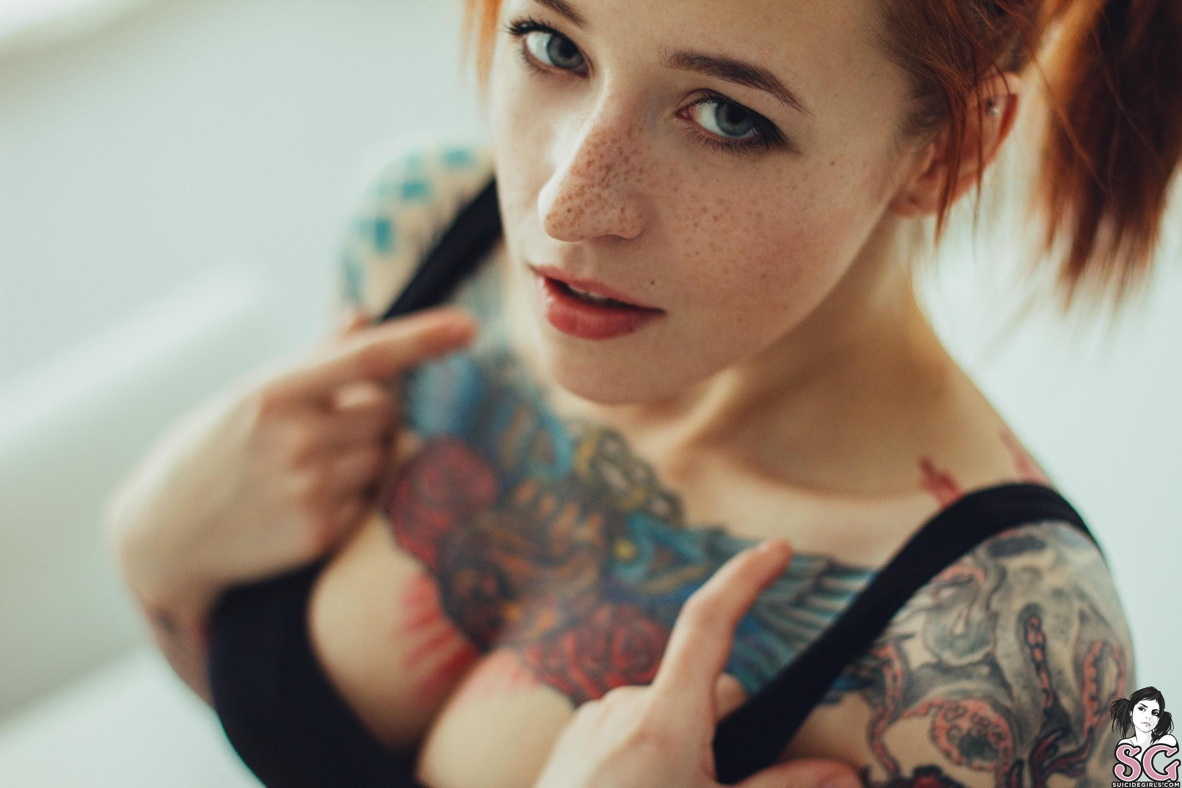 Mature bras and ass